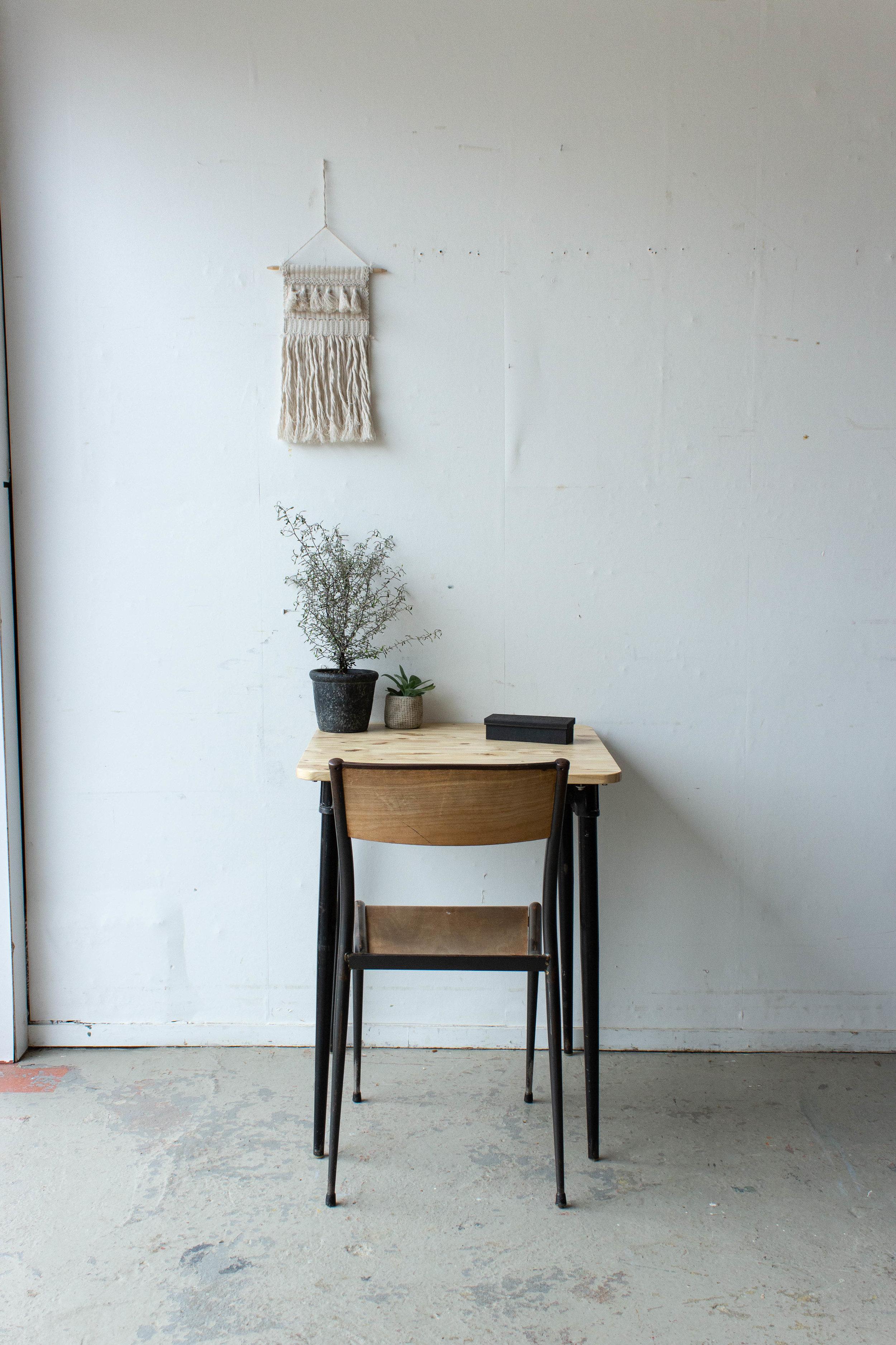 3189 - Eenpersoons schooltafel met zwarte puntpootjes-3.jpg