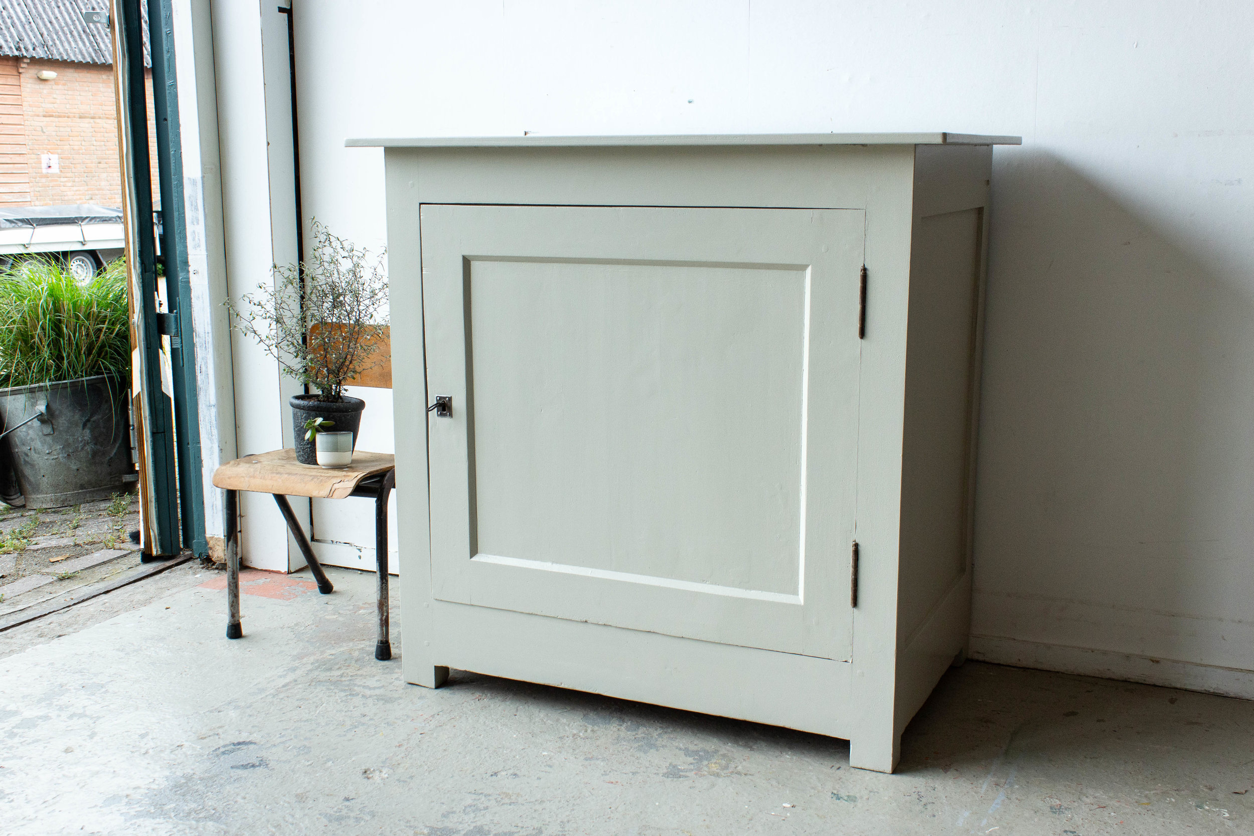 2203 - linnen vintage commode-5.jpg