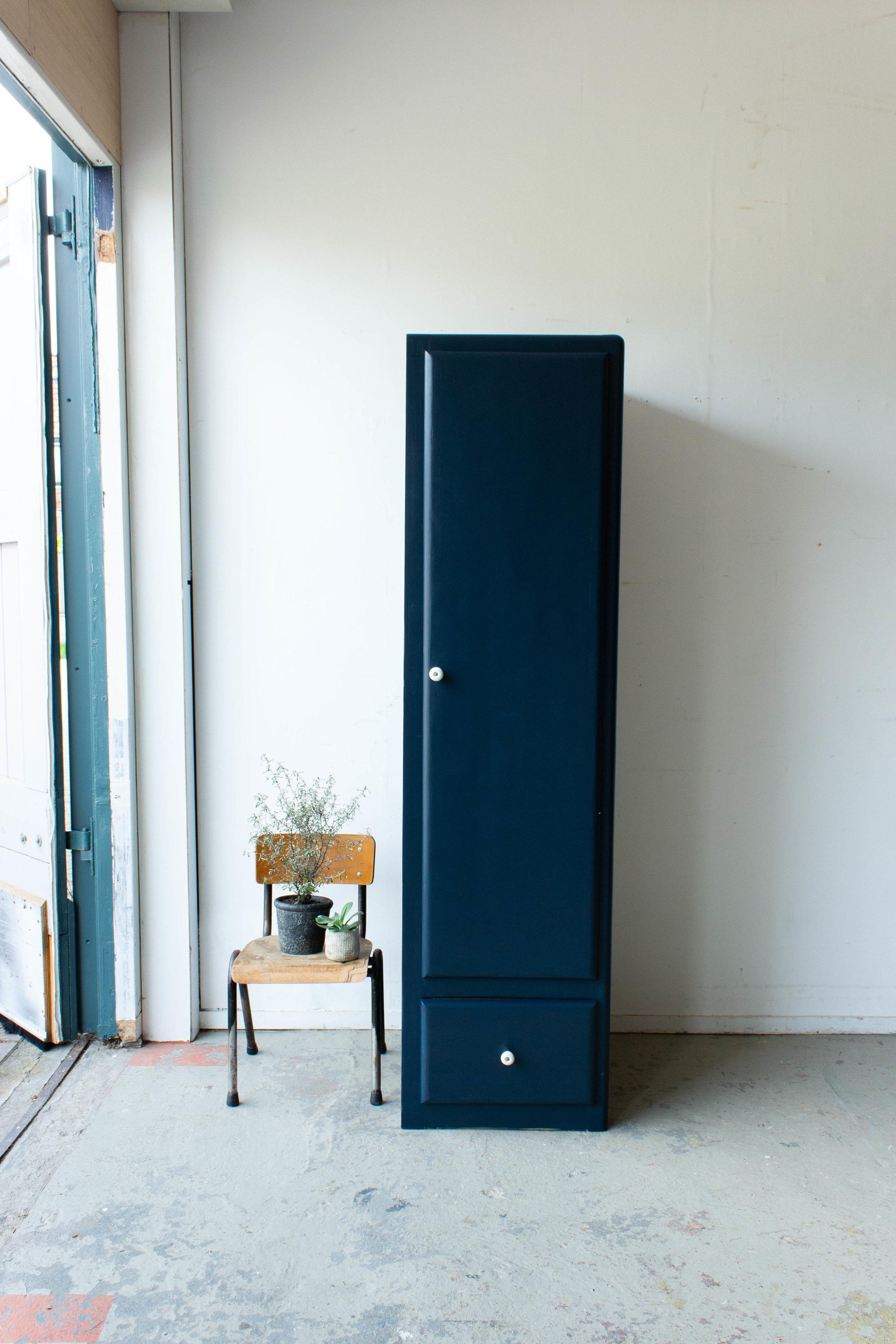 1456 - Nachtblauwe smalle keukenkast-6.jpg