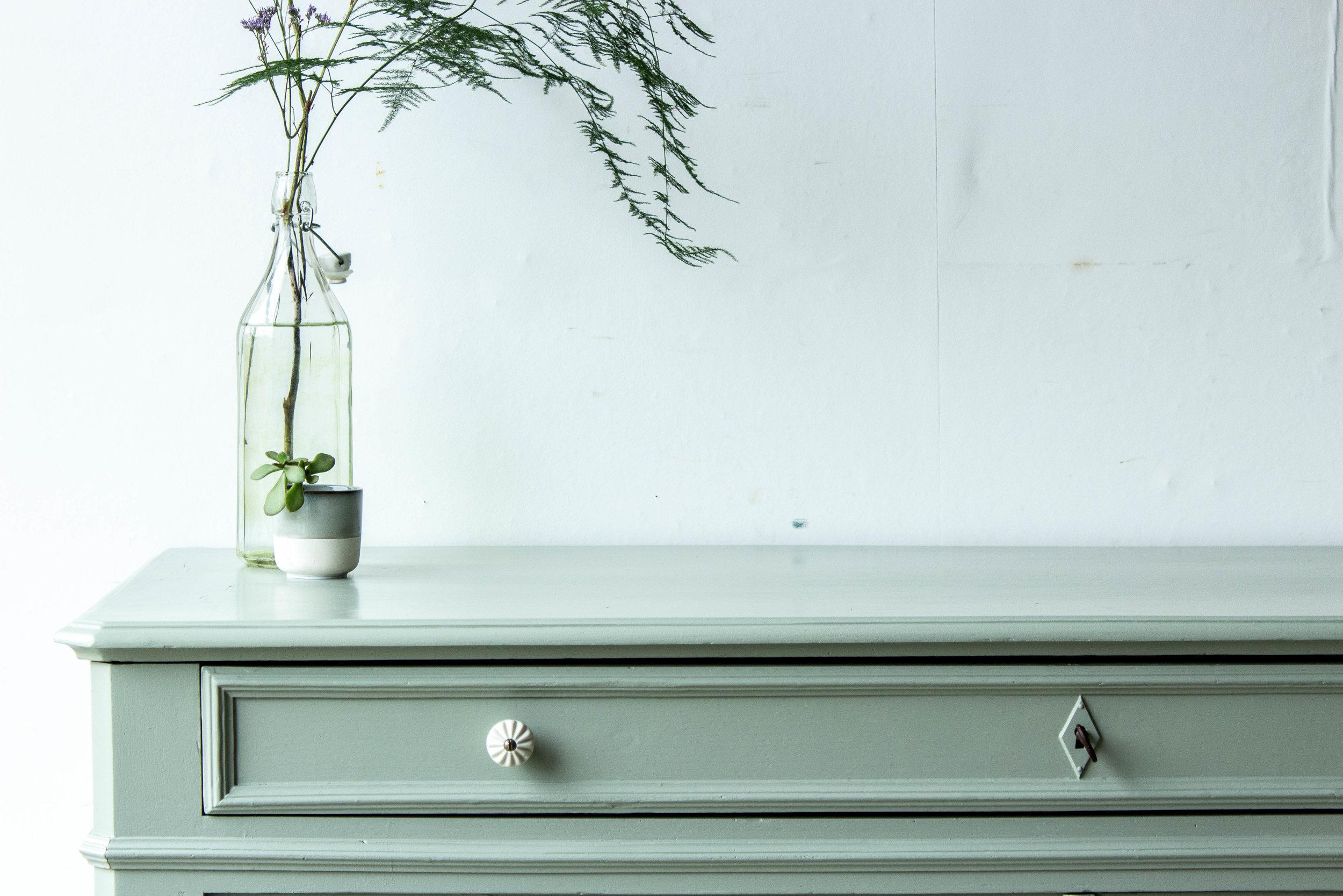2202 - Grijsgroene brede vintage commode-6.jpg