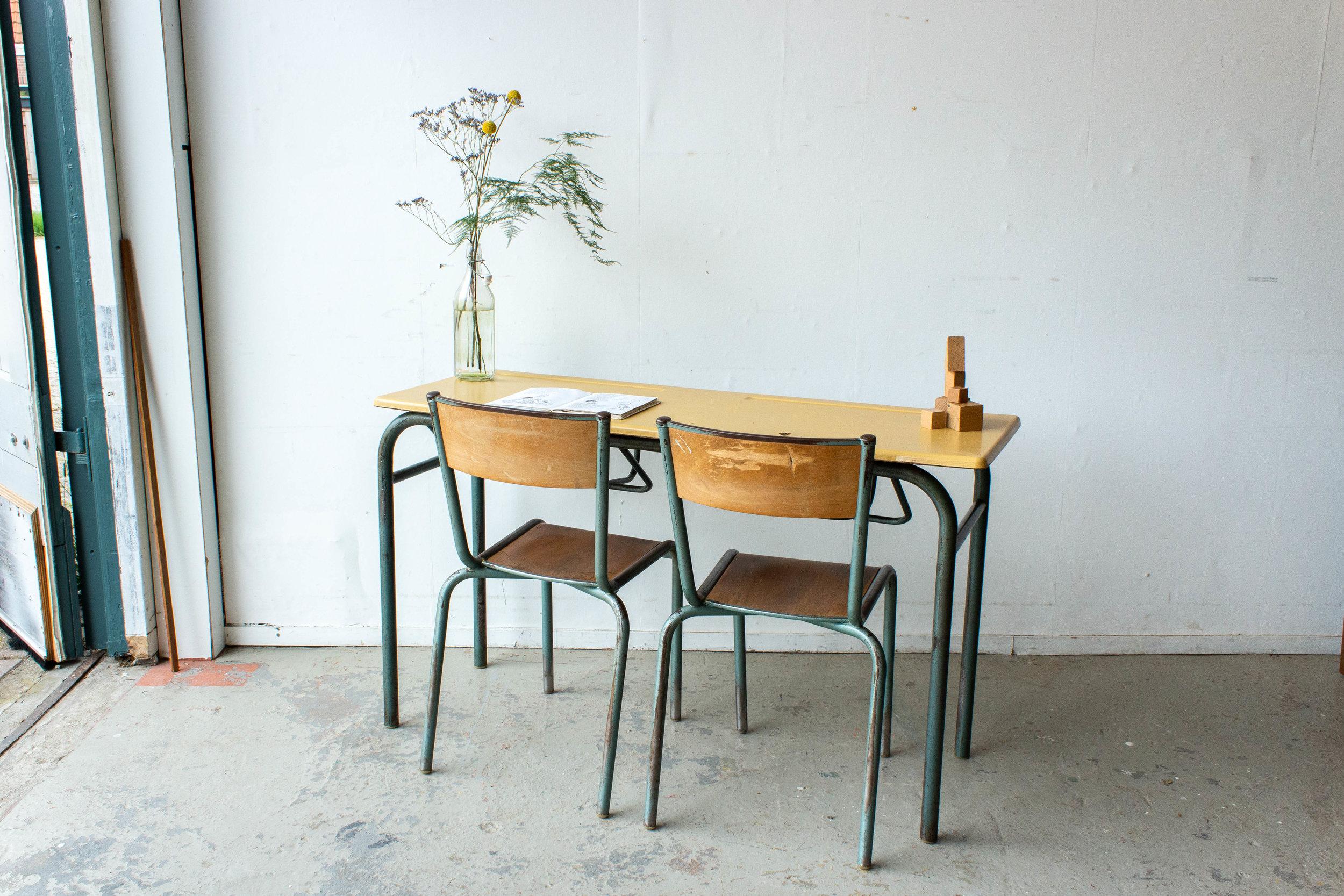 3151 - 2p vintage schooltafel met geel blad-2.jpg