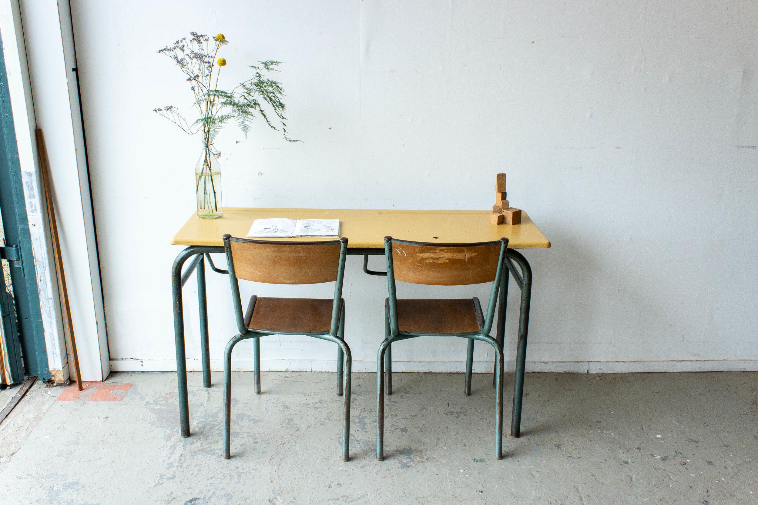3151 - 2p vintage schooltafel met geel blad-3.jpg