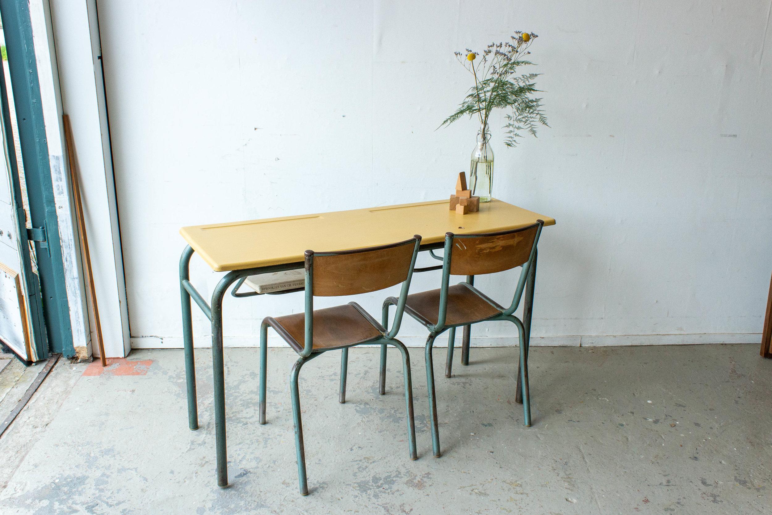 3151 - 2p vintage schooltafel met geel blad-5.jpg