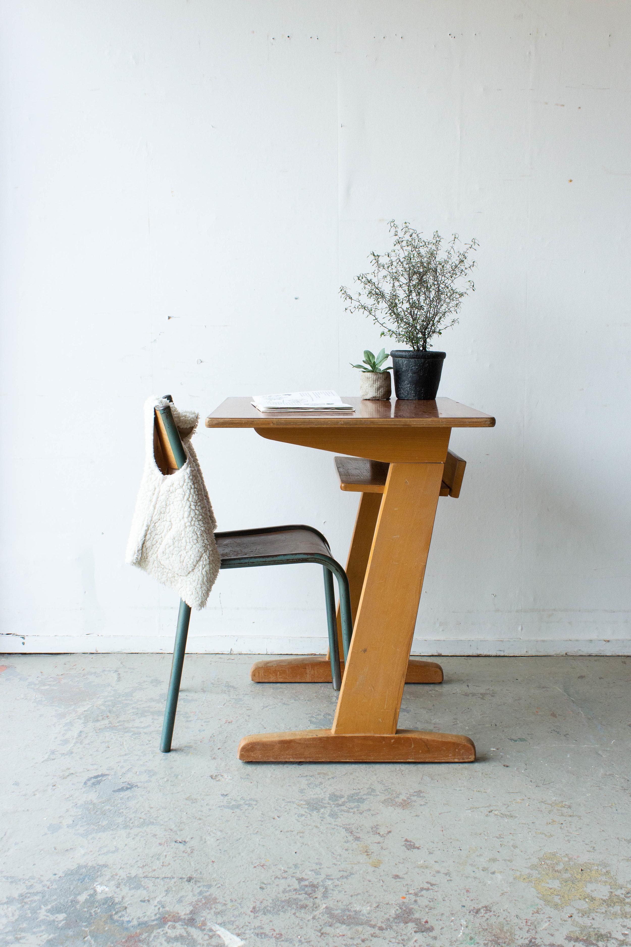 3157 - 1p houten schooltafel-2.jpg