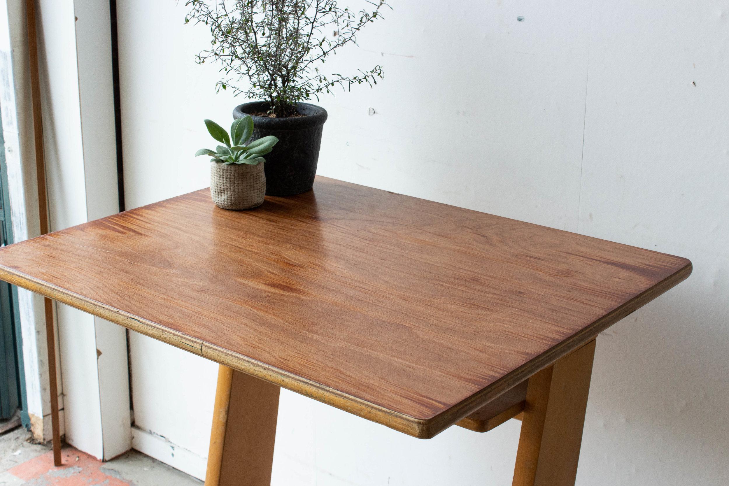 3157 - 1p houten schooltafel-3.jpg