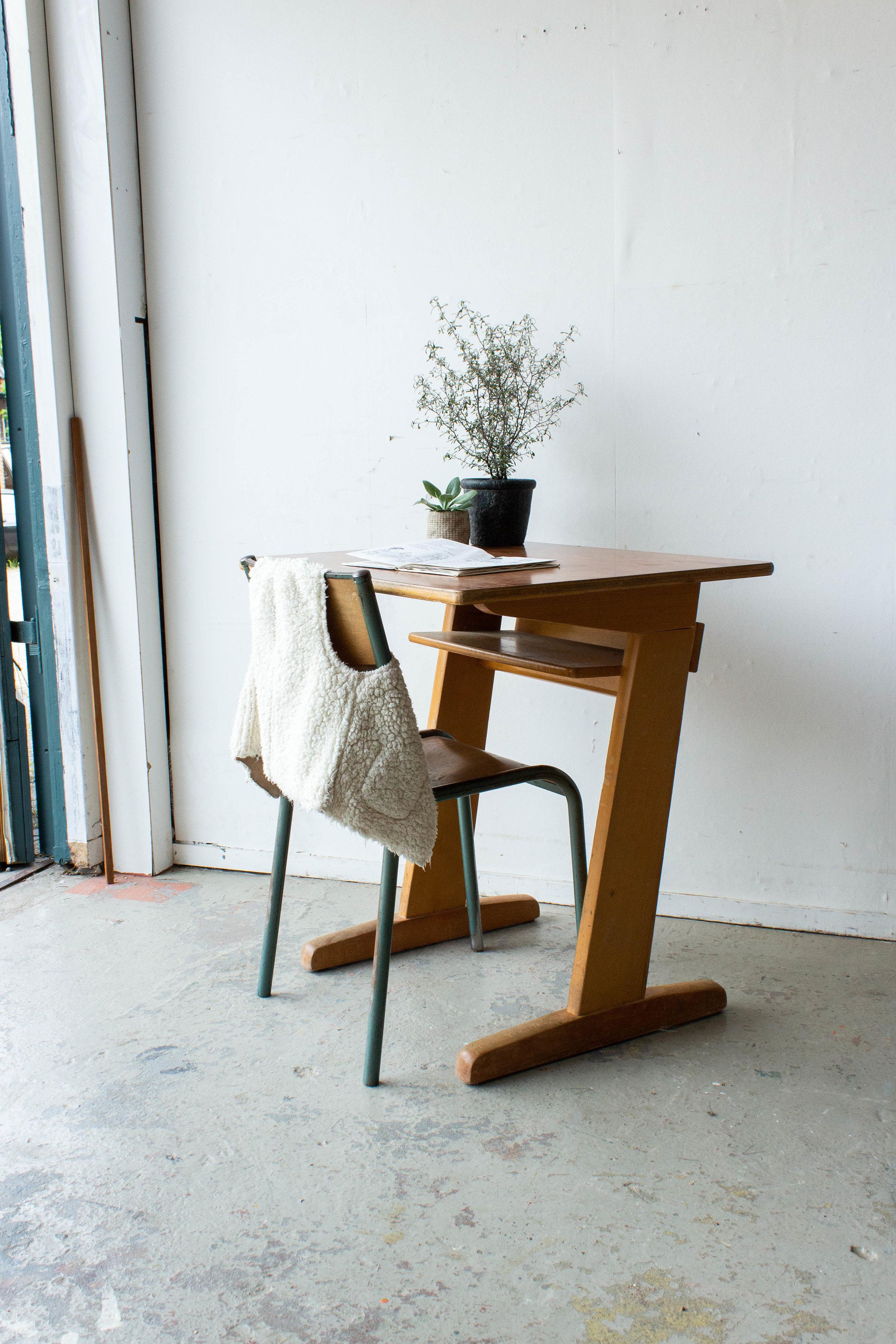 3157 - 1p houten schooltafel.jpg