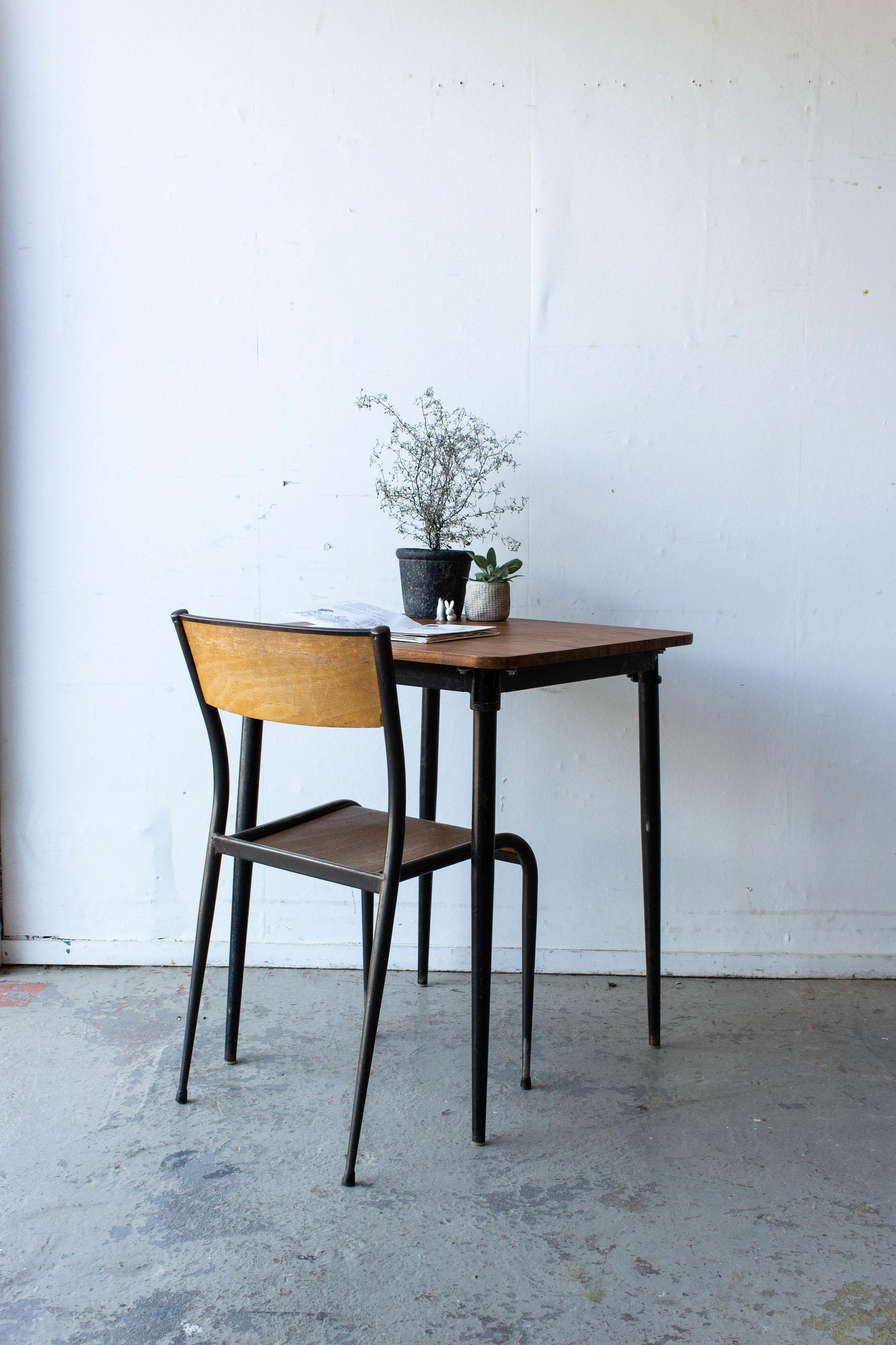 3191 - 1p schooltafel gebeitst met puntpootjes-2.jpg