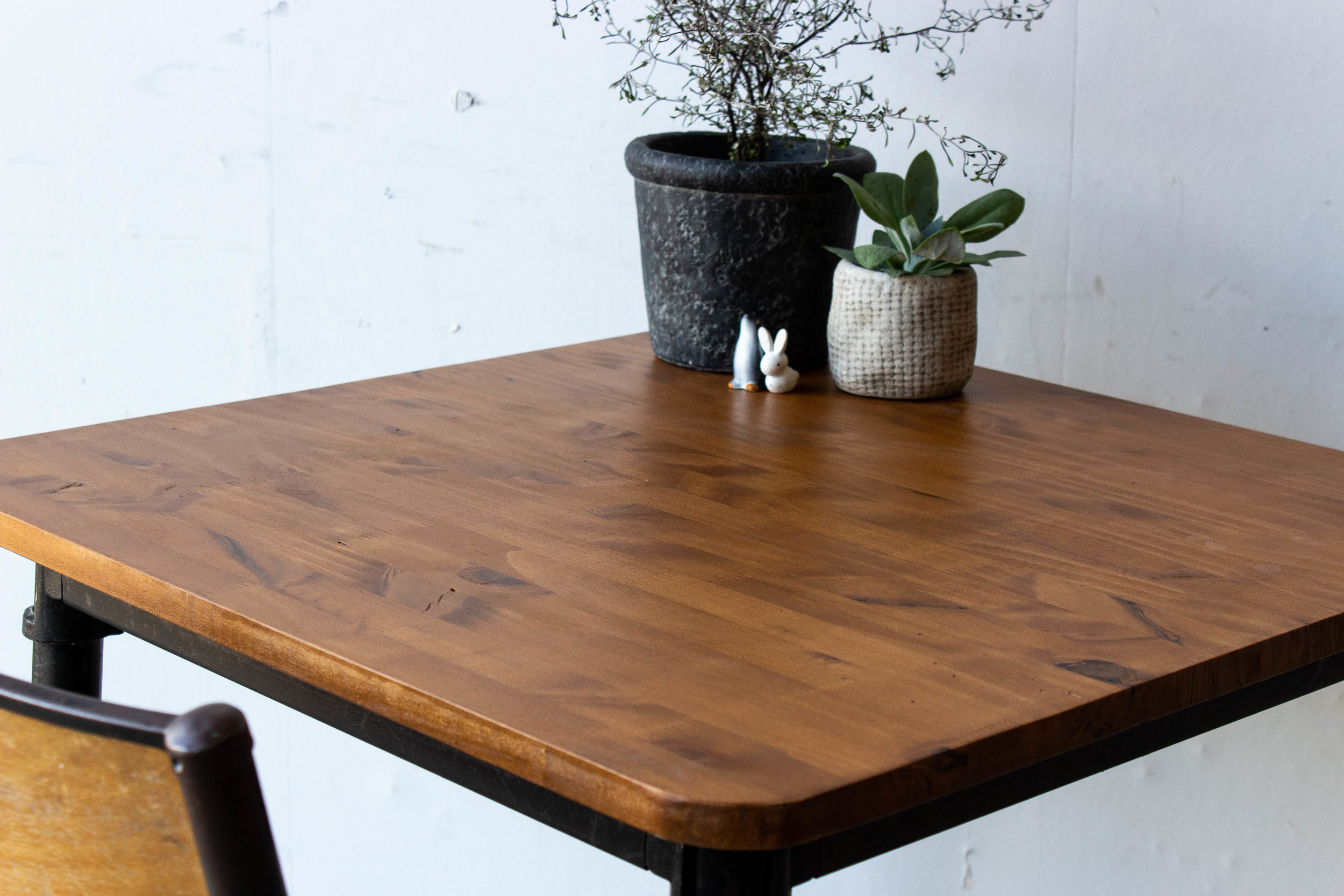 3191 - 1p schooltafel gebeitst met puntpootjes-3.jpg