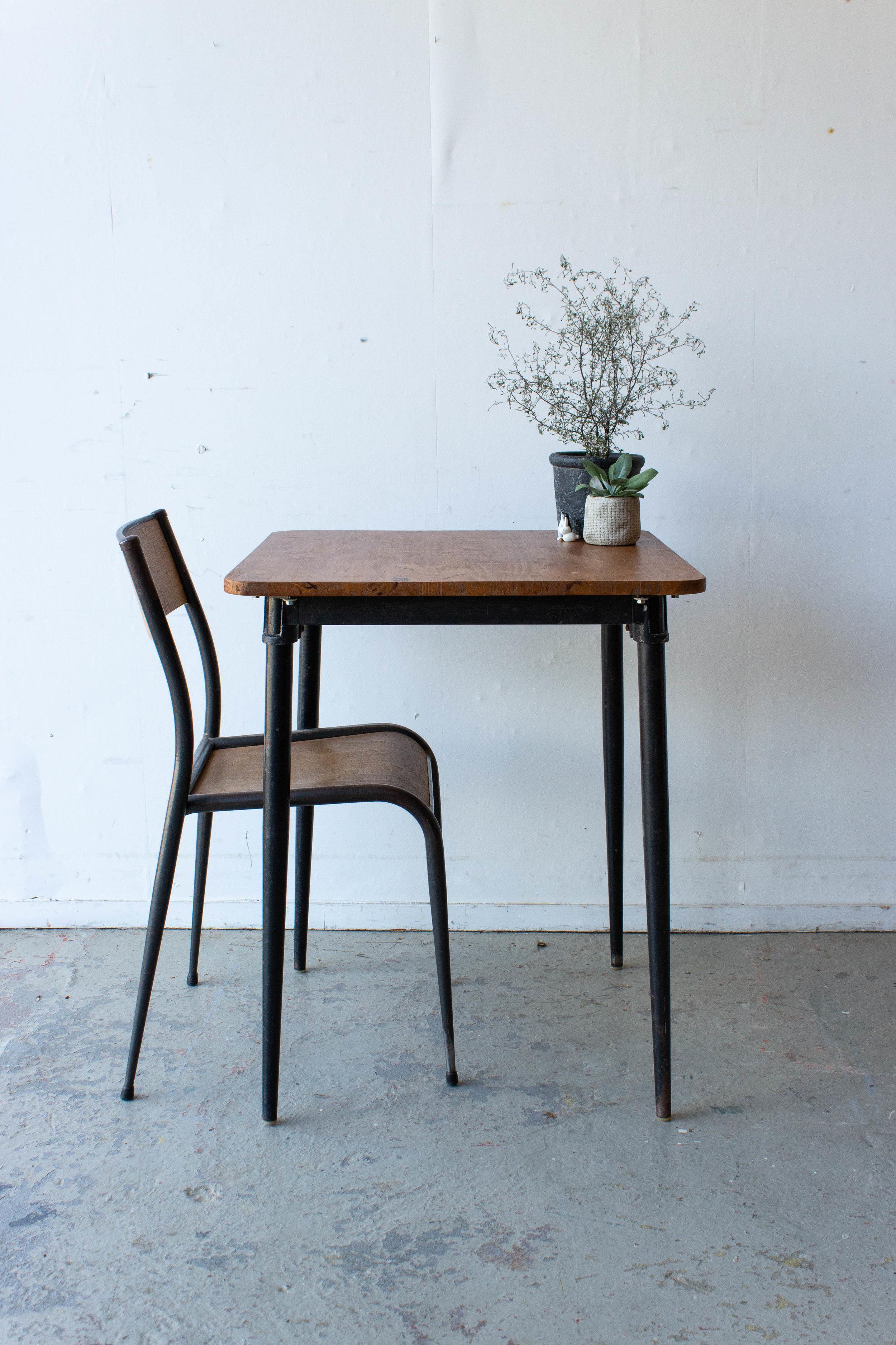 3191 - 1p schooltafel gebeitst met puntpootjes-4.jpg