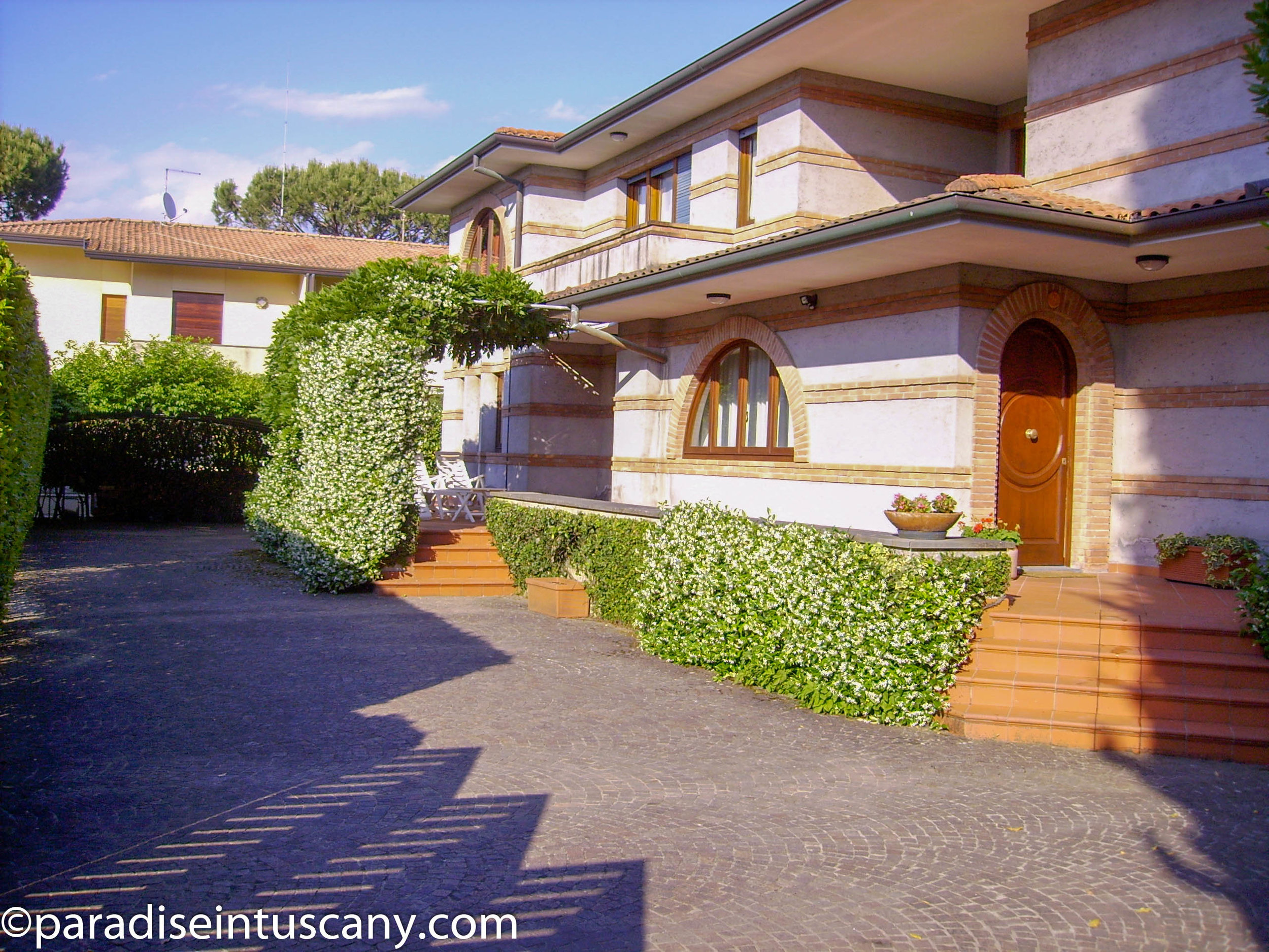 Elegant villa located in the wealthiest area of Forte dei Marmi, on the Versilian Coast