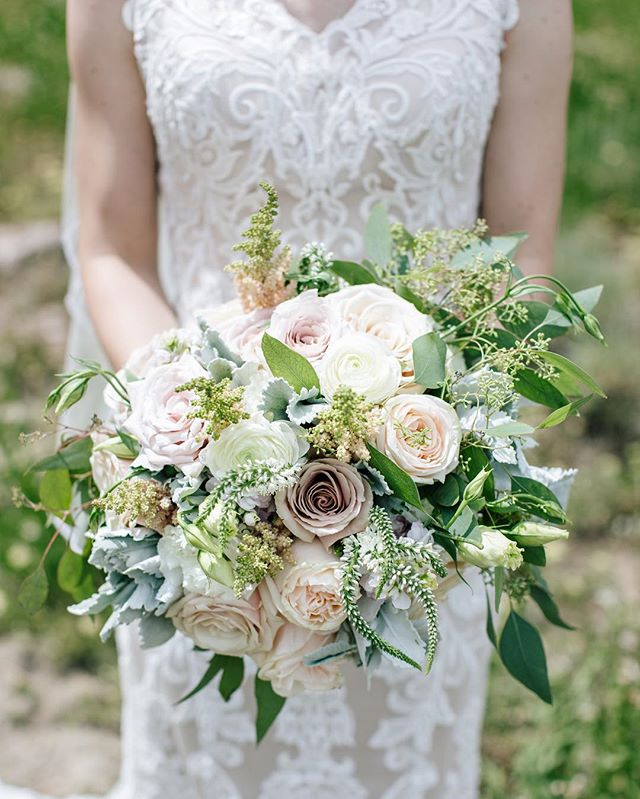 Sneak peek from Eric & Melissa's beautiful #Snowbasin wedding. Lucky to have this amazing couple as dear friends. Congrats Eric & Melissa!!! 🥂📸: @daidrismythephotog #lilacfloral #snowbasinwedding #blushwedding