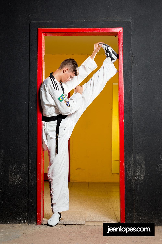 Paulo Ricardo • Retrato - Atleta assuence Paulo Ricardo, medalha de bronze no campeonato mundial de taekwondo, 2019.Fotos © jeanlopes.comContrate: 99999-8964