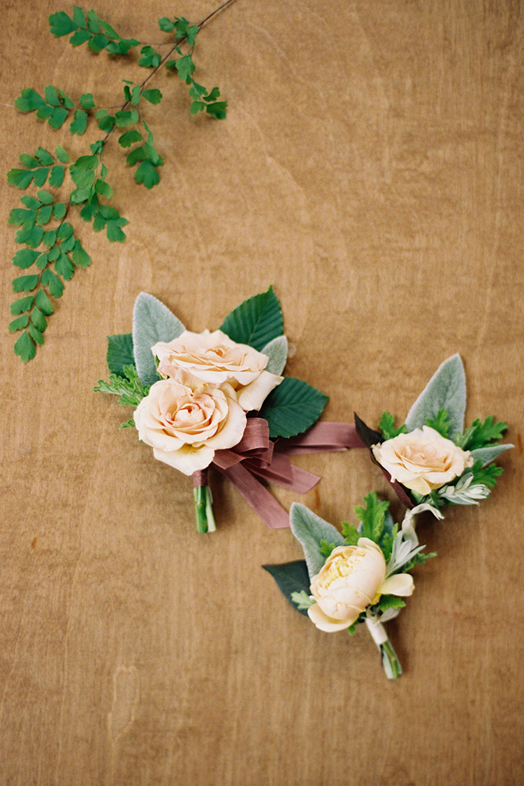 Garden rose boutonnieres and pin-on corsage by Cincinnati wedding florist Floral Verde.