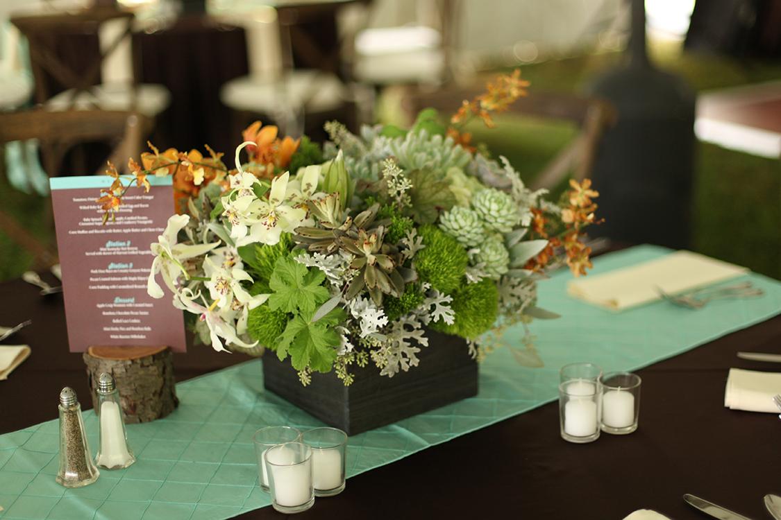 Flowers by Cincinnati wedding florist Floral Verde LLC. Reception at Private Residence, Batesville, Indiana