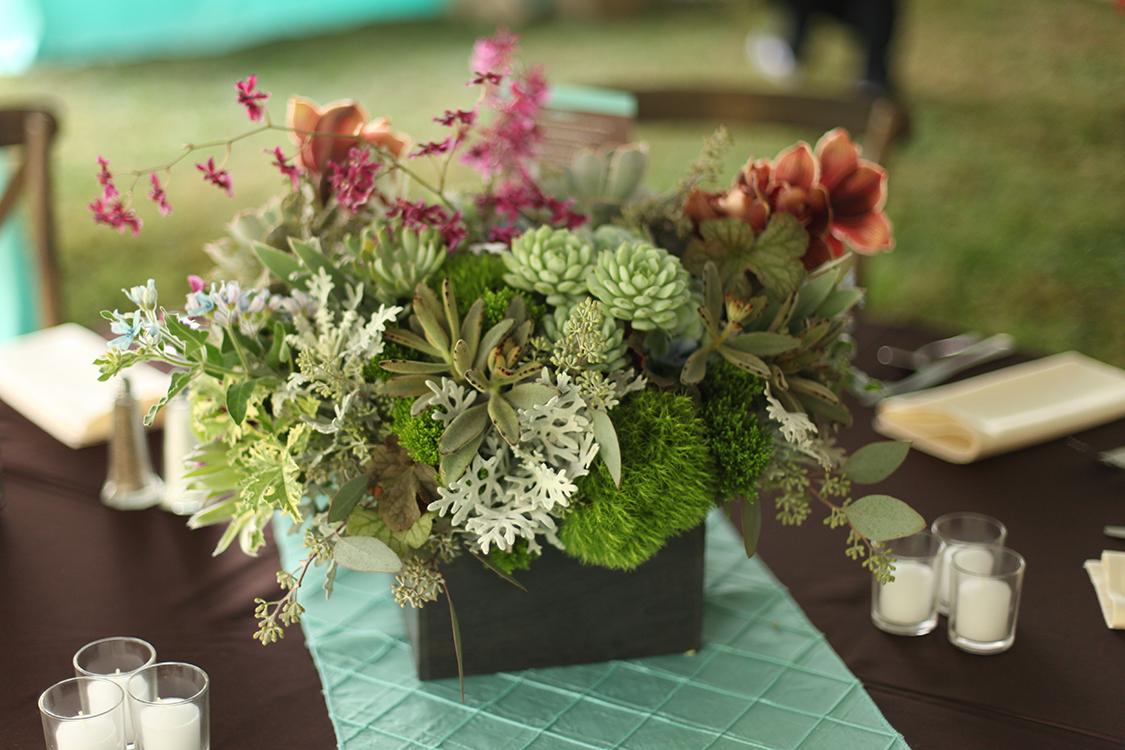 Flowers by Cincinnati wedding florist Floral Verde LLC. Reception at Private Residence, Batesville, Indiana.