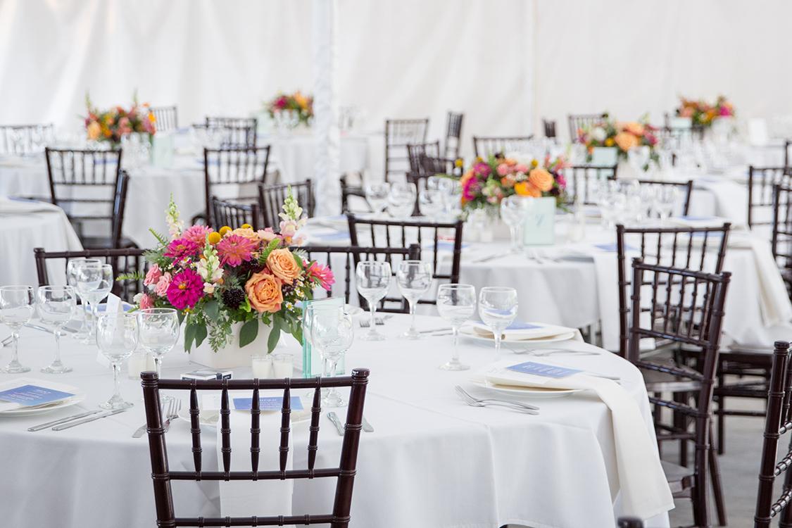 Wedding centerpieces at the Inn at Oneonta, Melbourne, Kentucky. Flowers by Cincinnati wedding florist Floral Verde LLC. Photo by Ben Elsass Photography.
