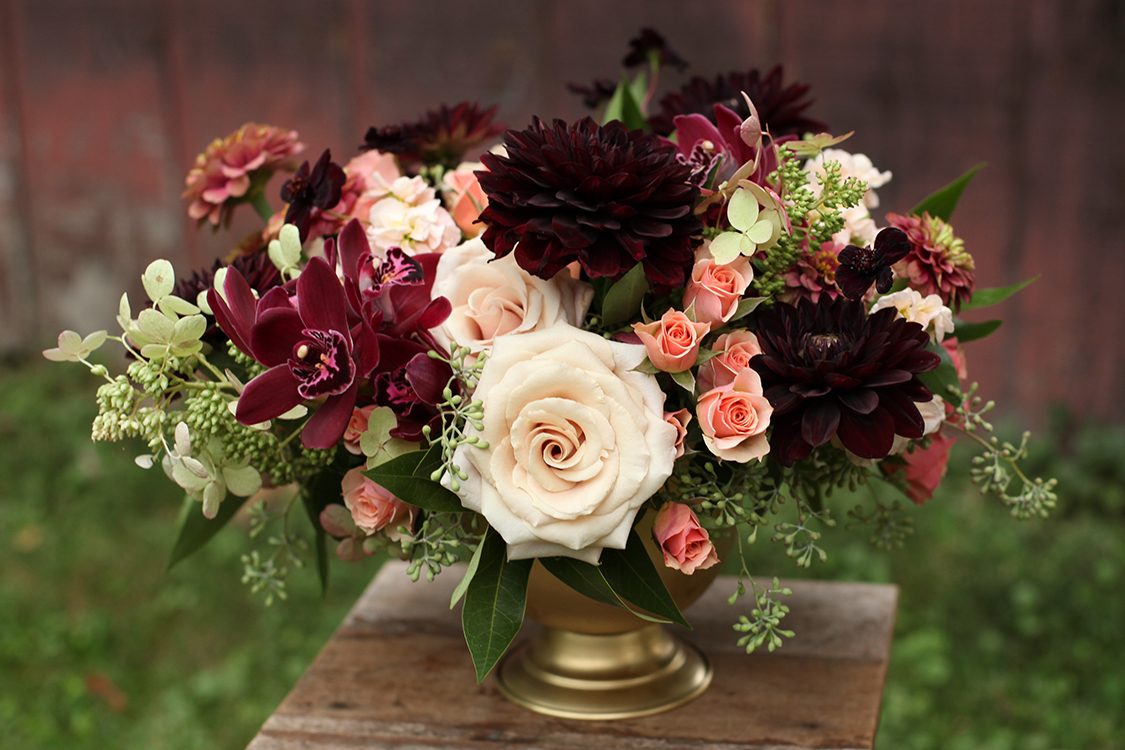 Centerpiece for wedding reception at Pinecroft Mansion, Cincinnati, Ohio. Flowers by Floral Verde LLC. Photo by Carly Short Photography.