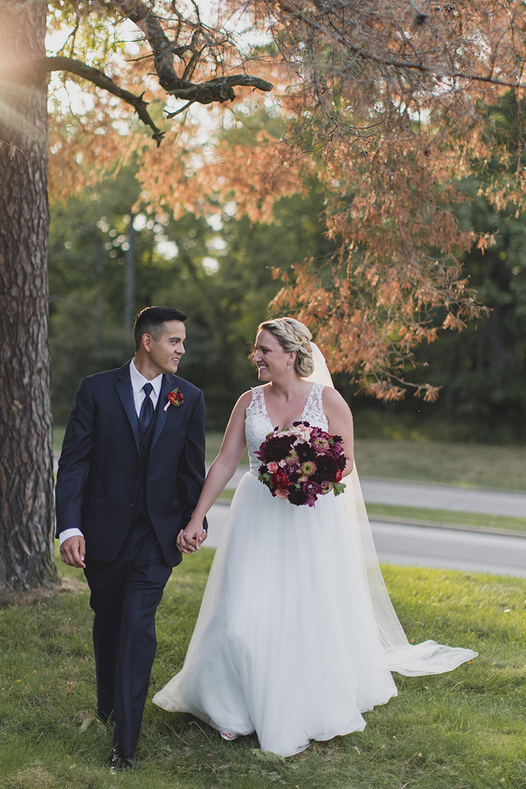 Wedding at Pinecroft Mansion, Cincinnati, Ohio. Flowers by Floral Verde LLC. Photo by Carly Short Photography.