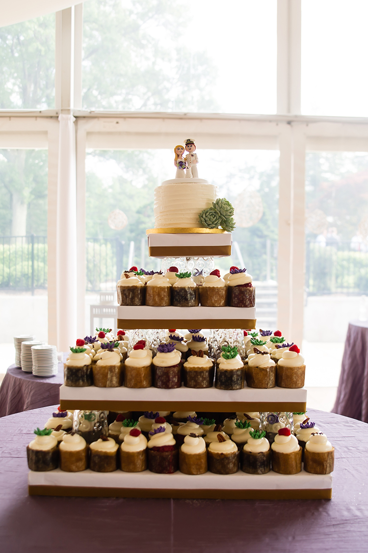 Wedding reception at Pinecroft Mansion, Cincinnati, Ohio. Flowers by Floral Verde LLC. Photo by Mandy Leigh Photography.