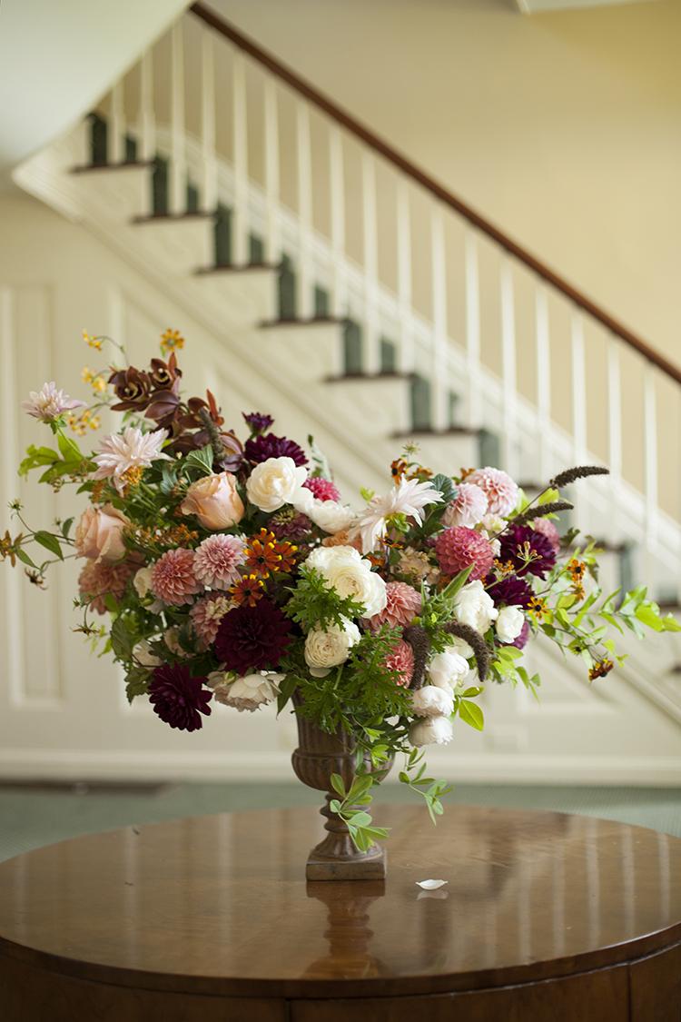 Wedding flowers at Ivy Hills Country Club. Flowers by Cincinnati wedding florist Floral Verde.