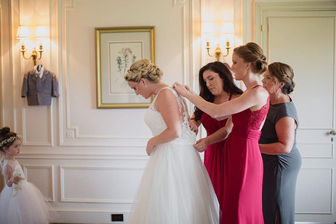 Bride getting ready at Pinecroft Mansion, Cincinnati, Ohio. Flowers by Floral Verde LLC. Photo by Carly Short Photography.
