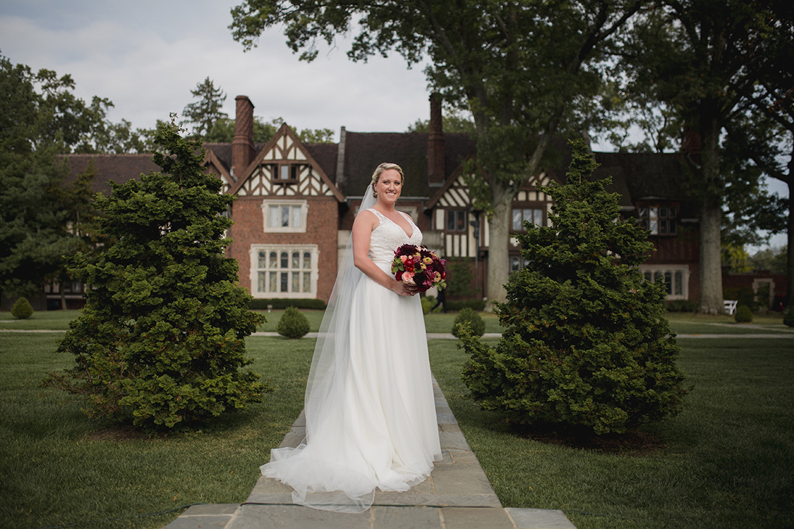 Bride at Pinecroft Mansion, Cincinnati, Ohio. Flowers by Floral Verde LLC. Photo by Carly Short Photography.