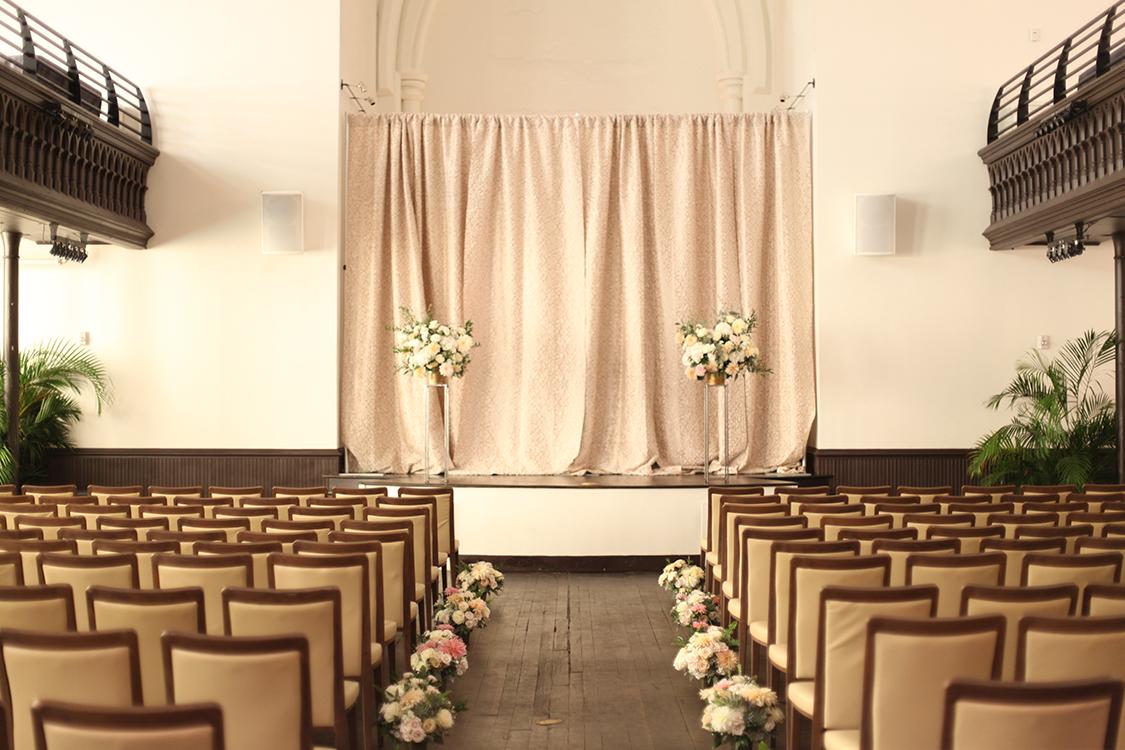 Wedding ceremony at the Transept. Flowers by Cincinnati florist Floral Verde.
