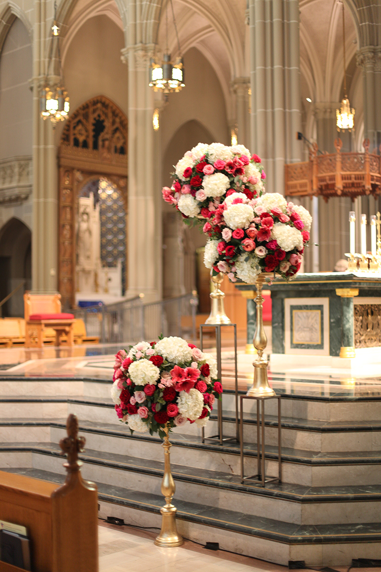 Wedding Ceremony at the Cathedral Basilica of the Assumption in Covington, Kentucky. Flowers by Floral Verde.