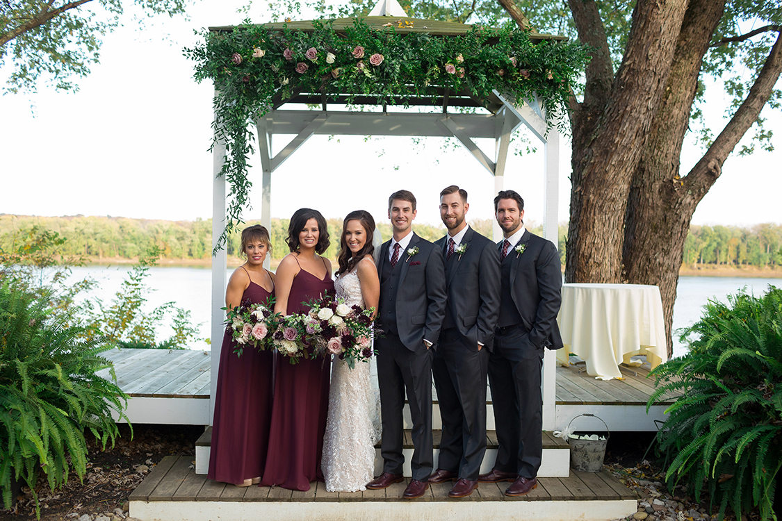Wedding ceremony at the Inn at Oneonta, Melbourne, Kentucky. Flowers by Floral Verde. Photo by Magic Memory Works Photography.
