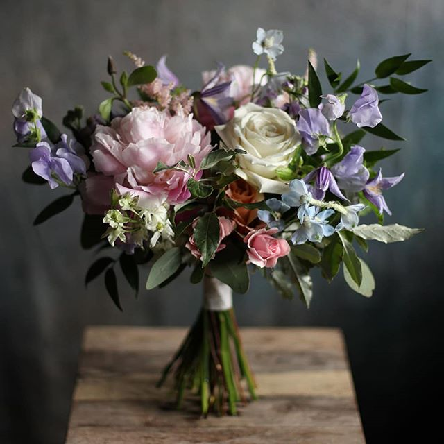 Last week I handed the bouquets over to a professional, so that I could tackle tall centerpieces, and actually make a few of the low centerpieces. I can't remember the last time I let someone do my bouquets for me. Roxanne from @perlaflordesigns did a beautiful job - she made them just the way I wanted them, and I got to do a little bit more of my favorite thing. Thank you Roxanne for knocking these bouquets out of the park. I can't wait to work with you again in August!
