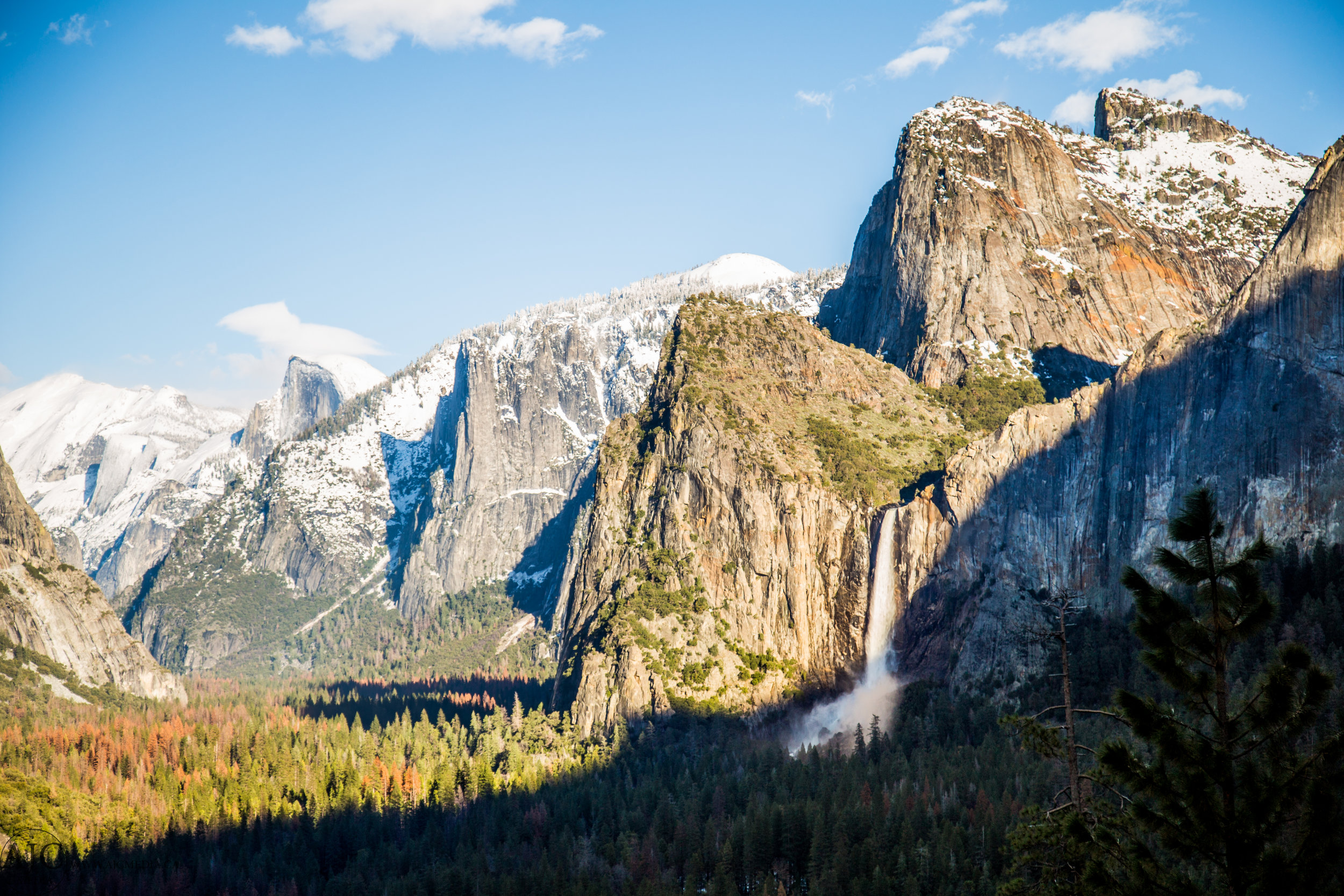 The quintessential shot from Tunnel View, Yosemite Valley.