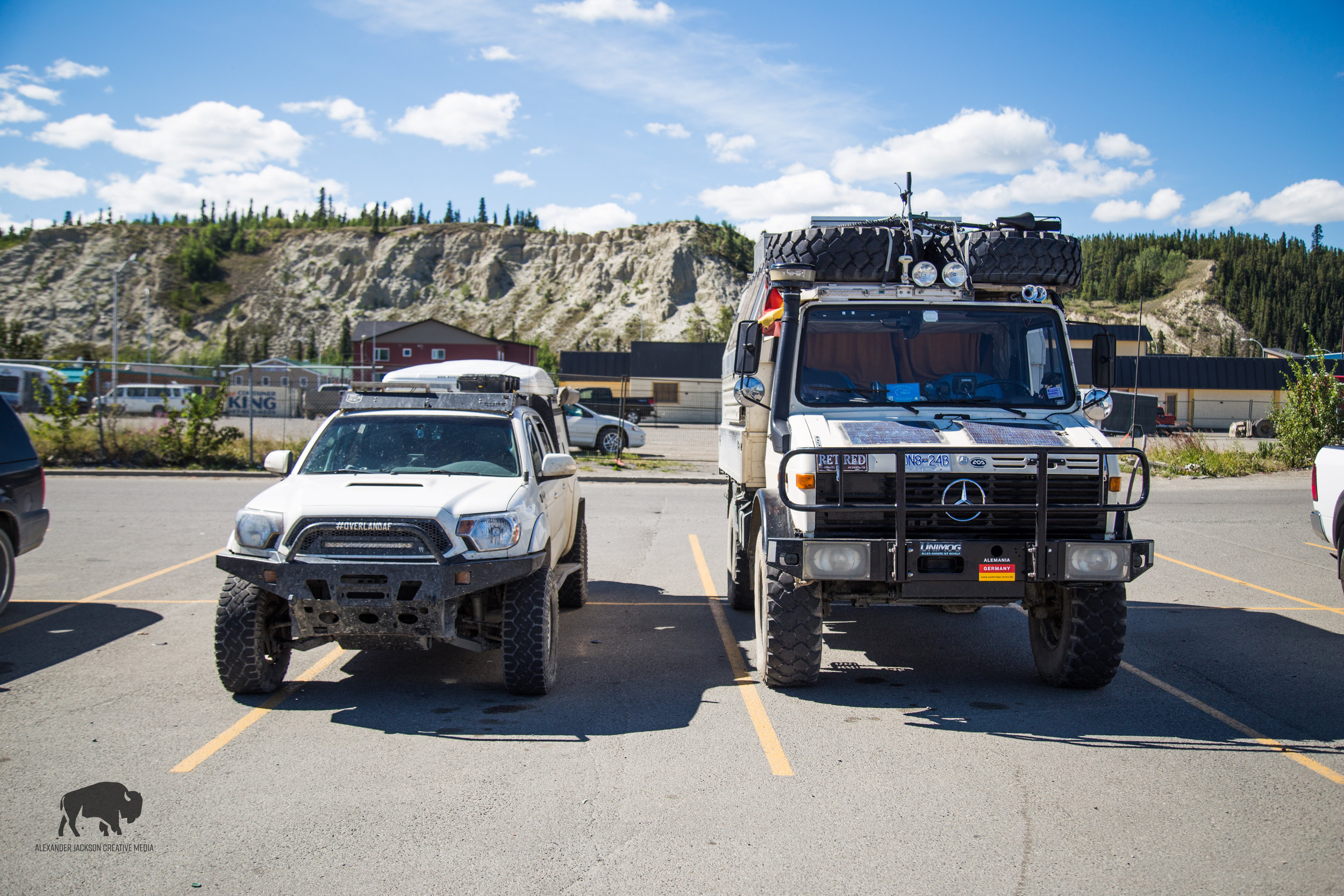 #rigenvy the guy that owns this unimog is from South Africa and lives part time in the Yukon and part time down South. He hunts and fishes...that's all he told me.