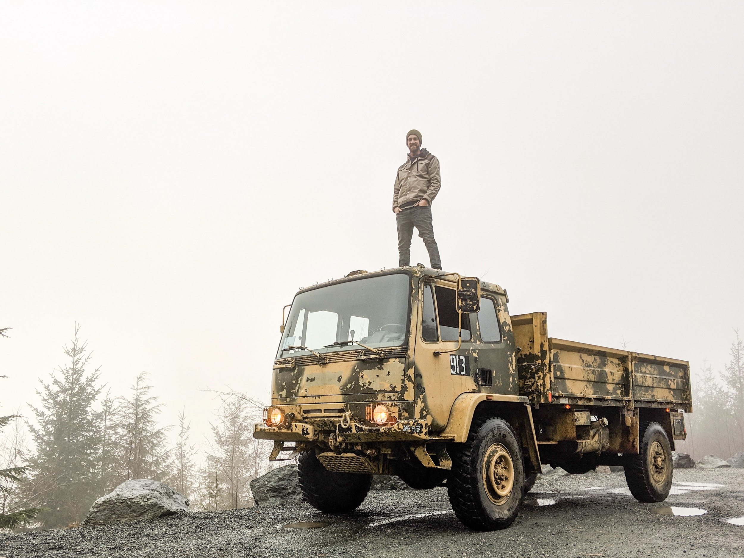 the DAF's roof is rated to support up to five troops, or so I've heard, but it sure can support me!