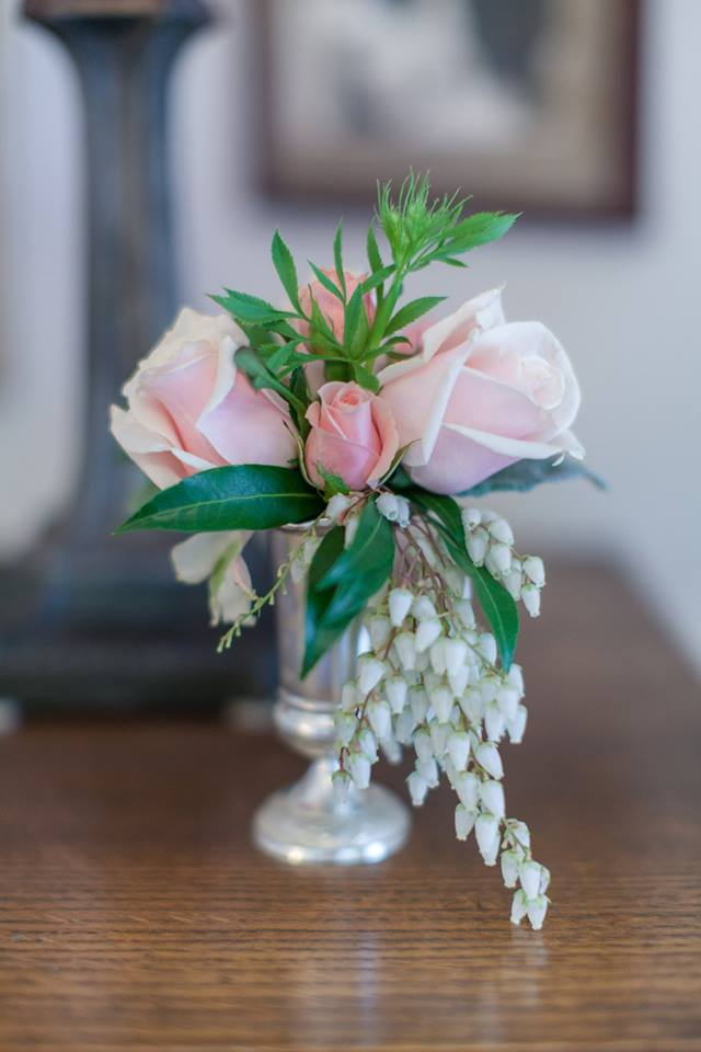 The Golden Pear Floral      Design      Image:  Rustic Pear Photography