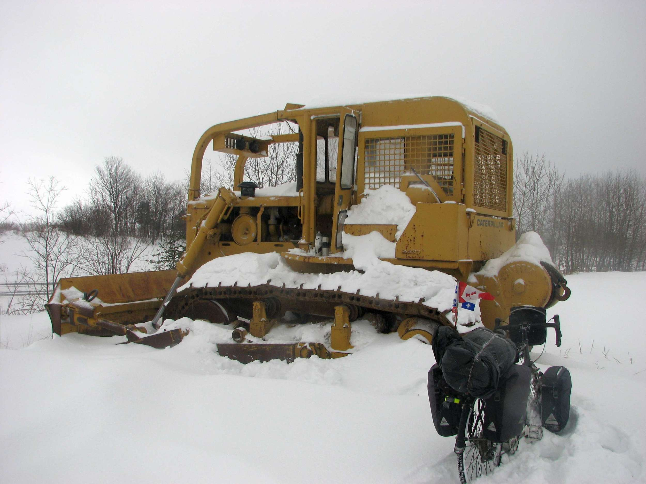 Visiting towns meant a 10+km detour, something I could not afford on such a hard day. I had lunch inside of the tractor.