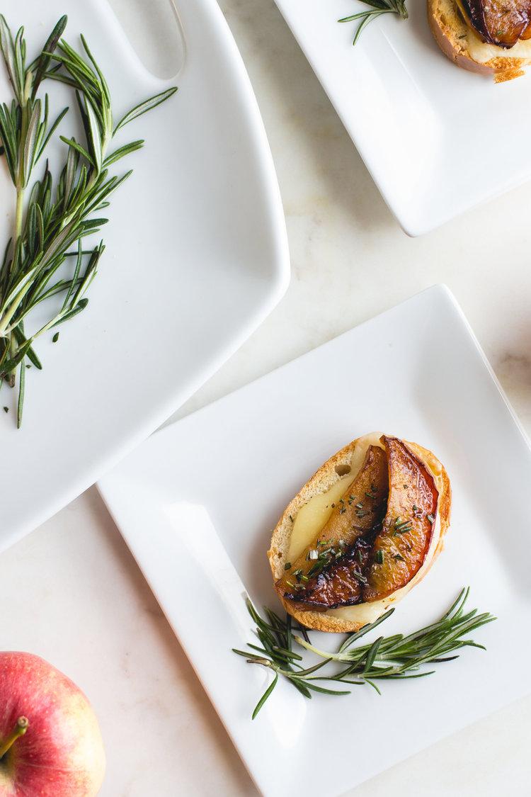 Crostini+with+Caramelized+Apples,+Fontina+++Rosemary.jpg