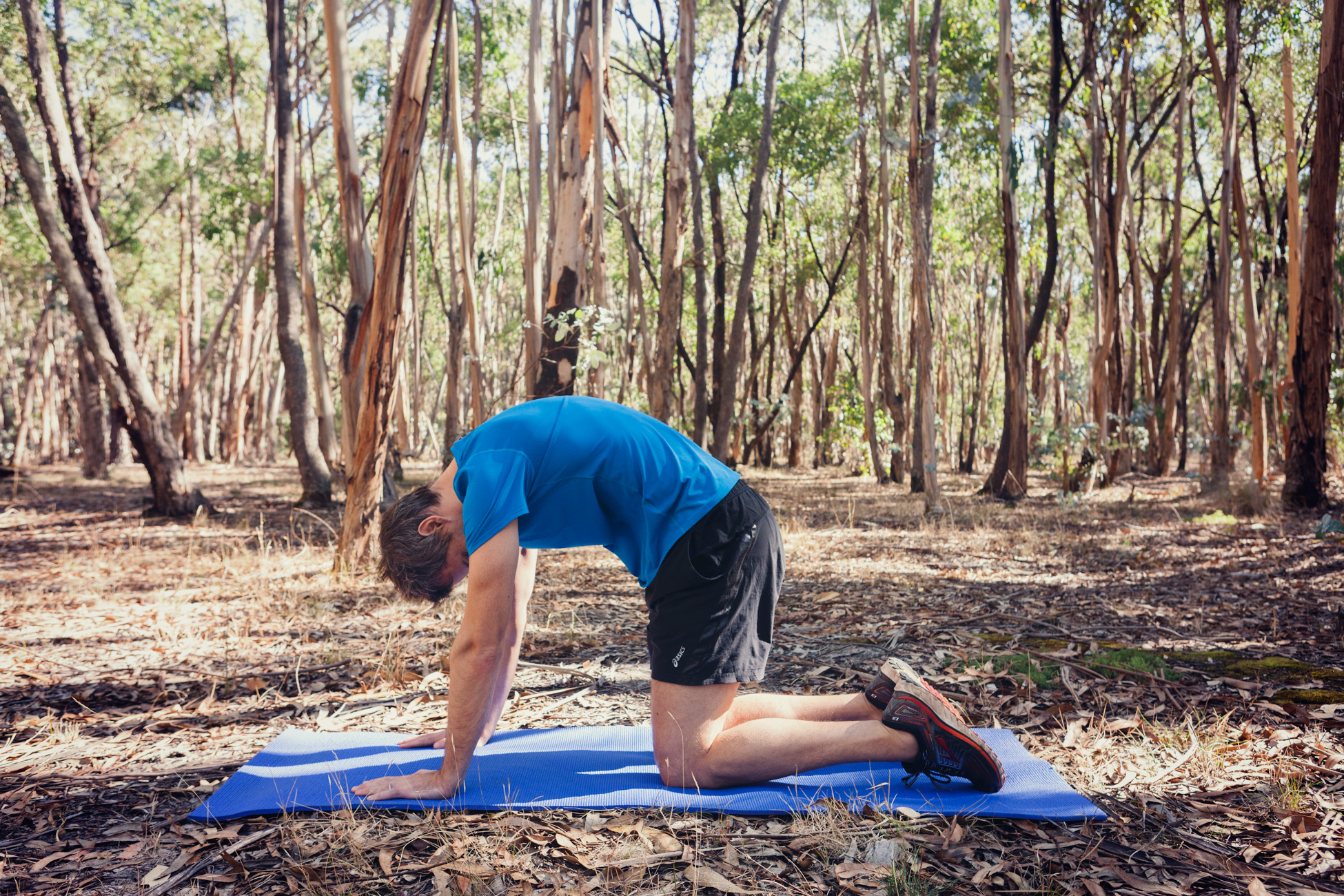 Next, arch your upper back by tucking your head and tail bone in and pulling your belly button in towards your spine, making a curve through your back. Exhale completely as you activate your deep core stabilisers. Repeat x 10 times