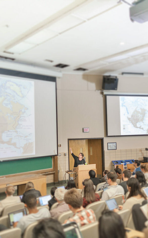 IMG_8685a-Undergraduate-students-in-lecture-hall-for-web.jpg