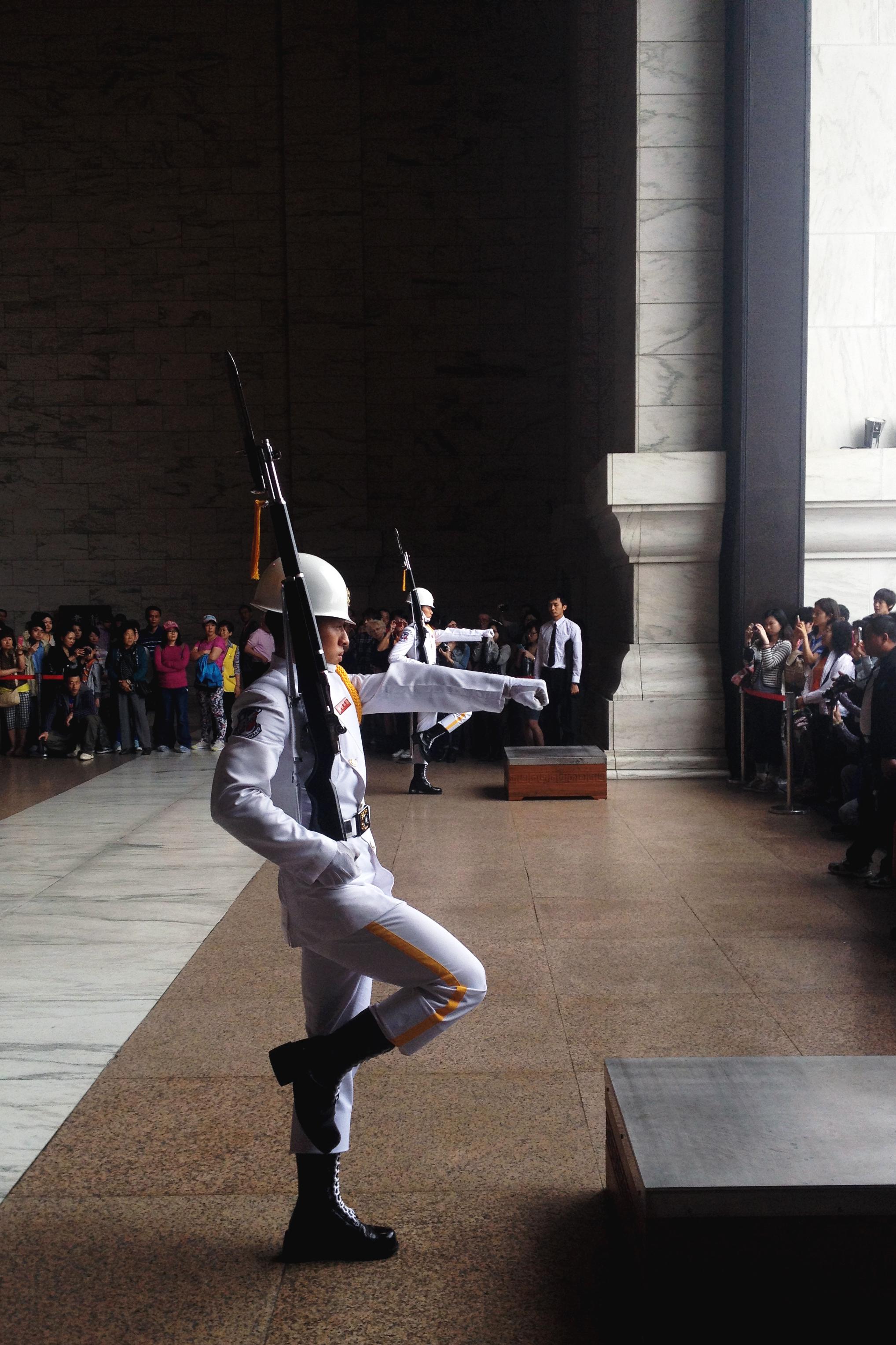 Changing of the guard at the Memorial of Chiang Kai-shek