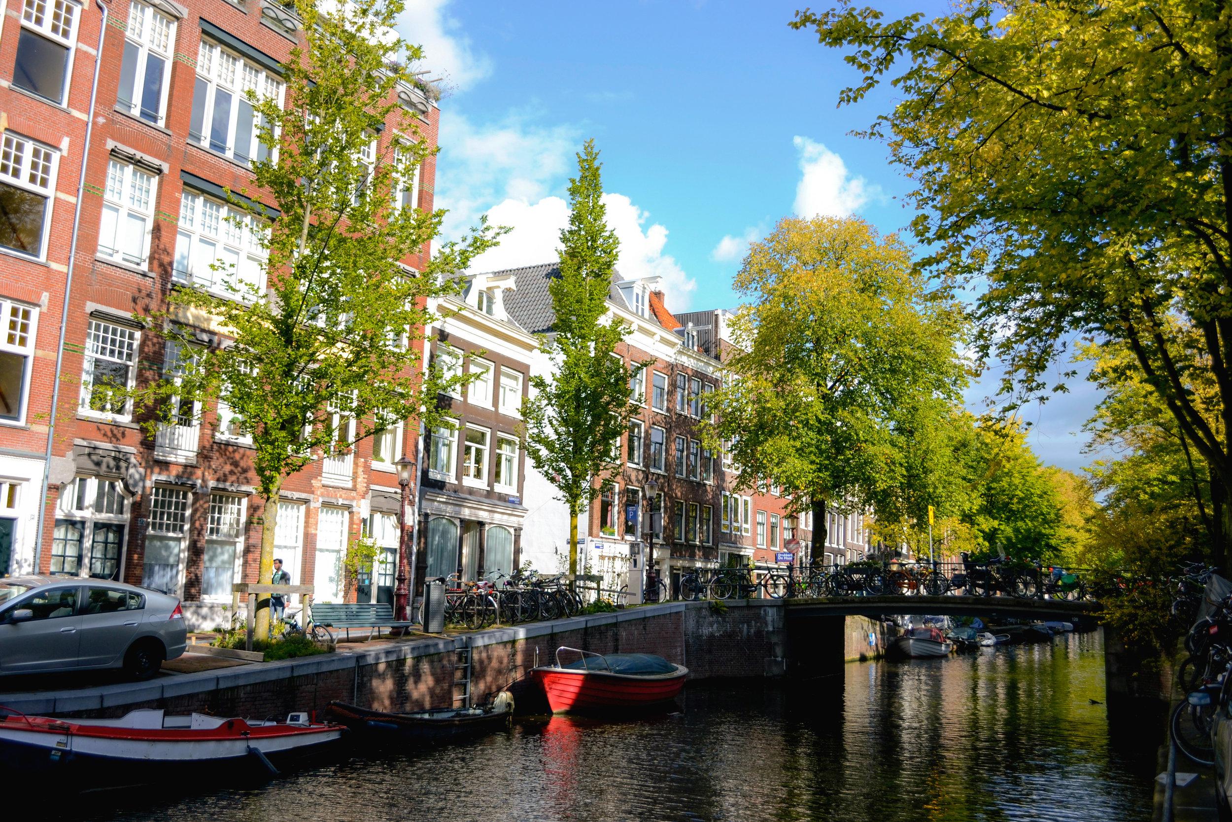 amsterdam-canal-03.jpg