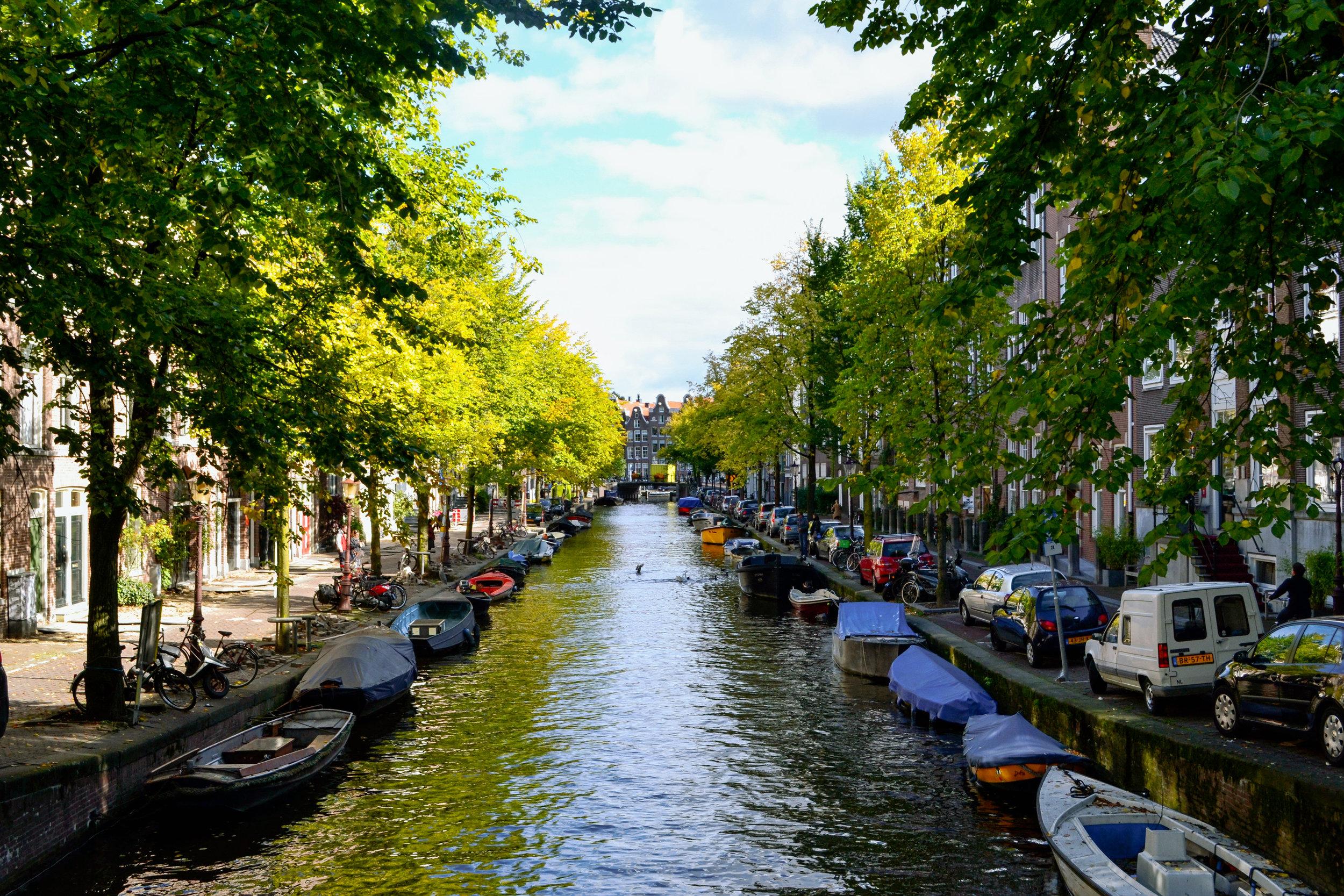 amsterdam-canal-02.jpg