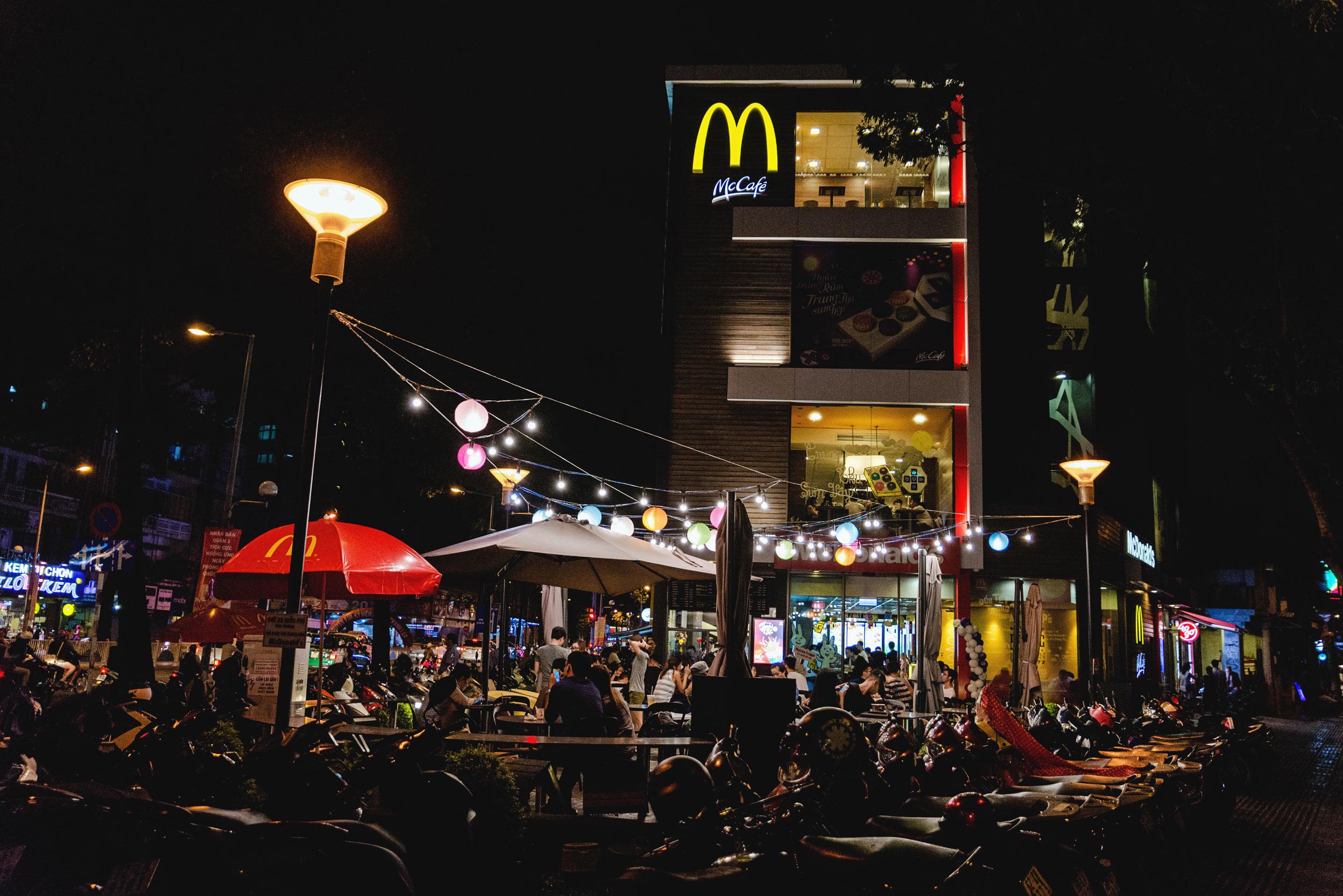 vietnam-hochimin-mcdonalds-01.jpg