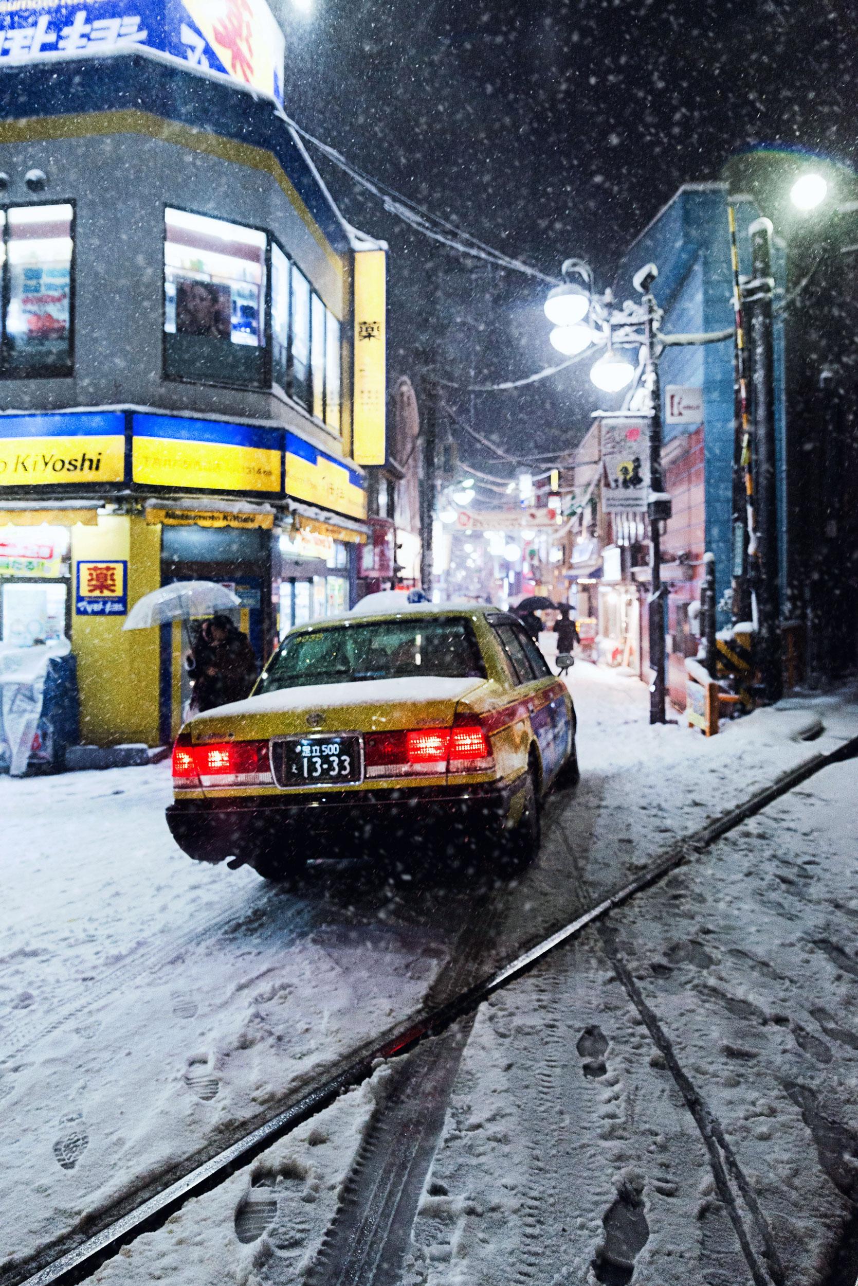 A taxi navigates a narrow street in Setagaya.