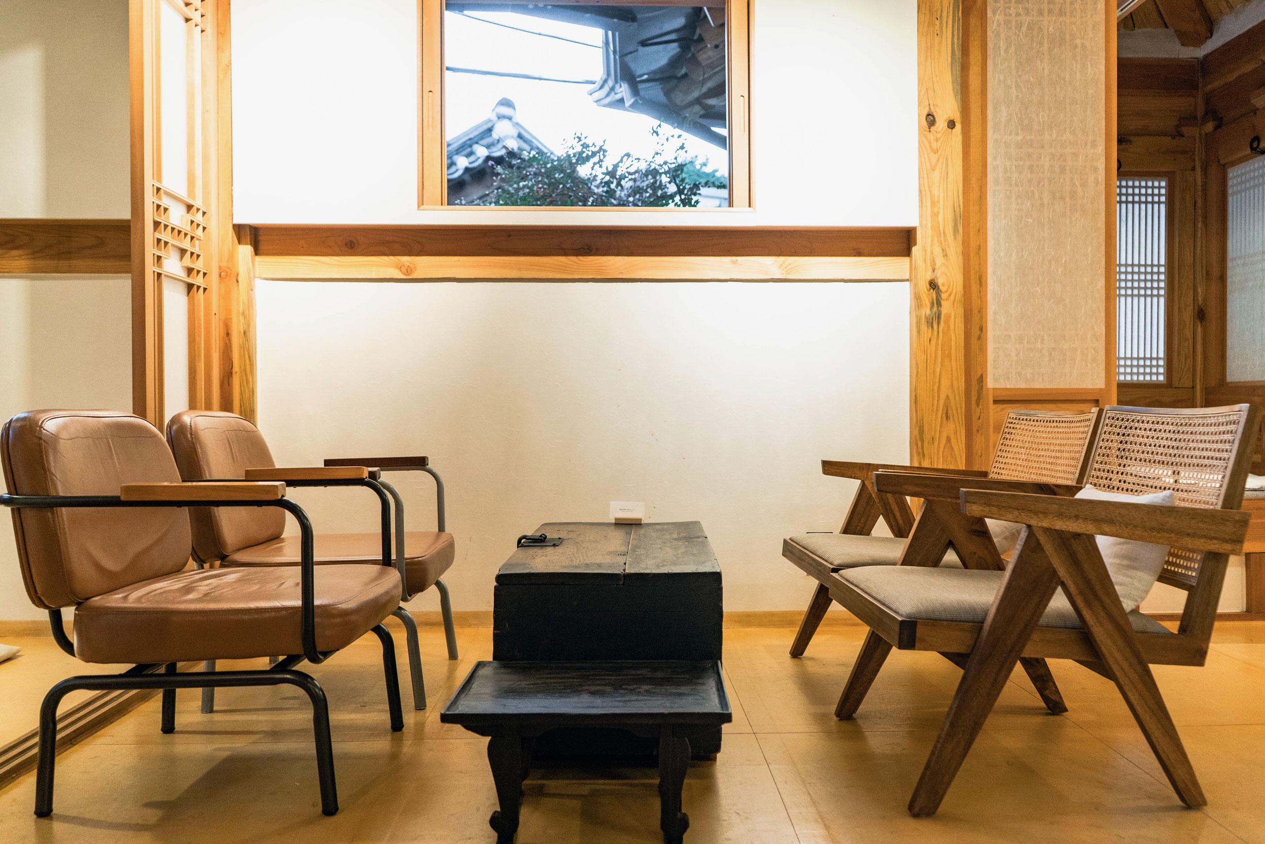 seoul-korea-bukchon-gallery-sai-10.jpg