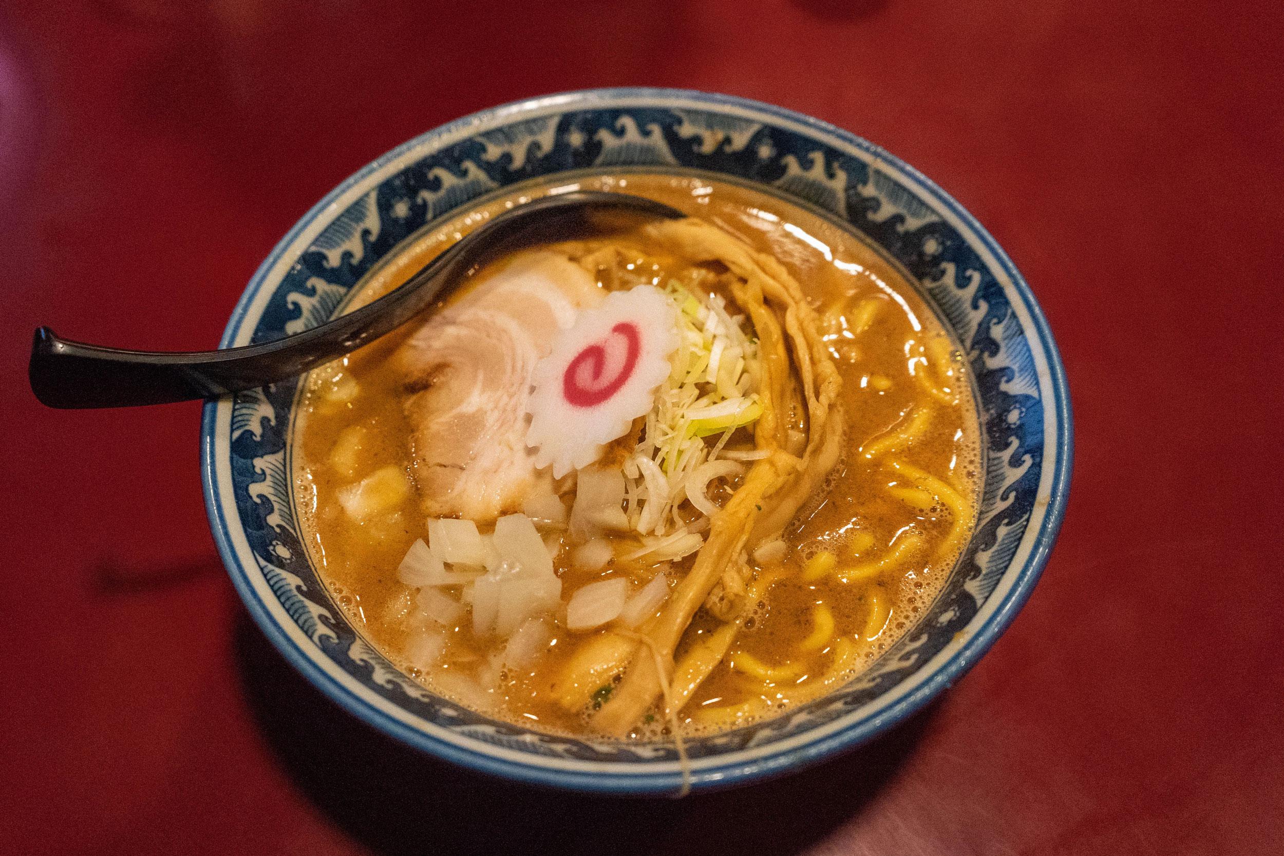 nagano-06-mensho-sakura-ramen-02.jpg