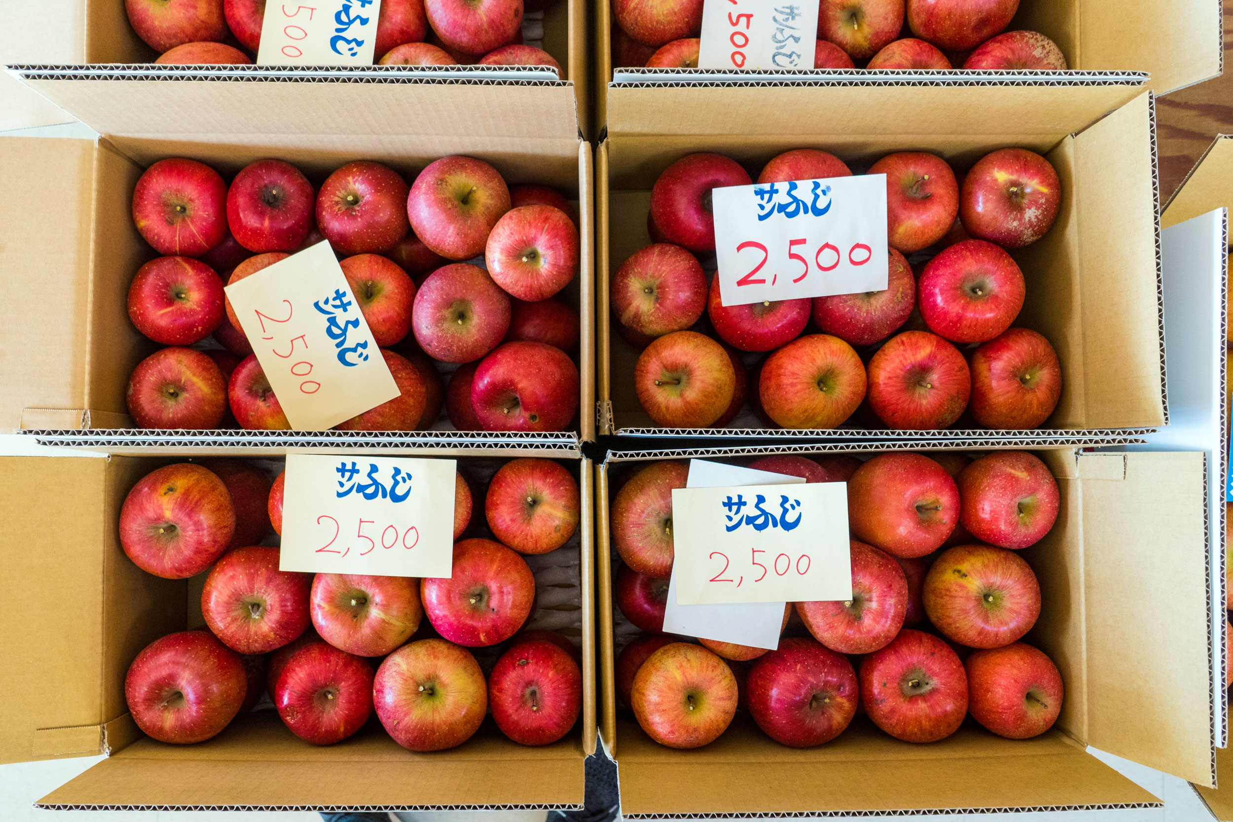 Apples in boxes