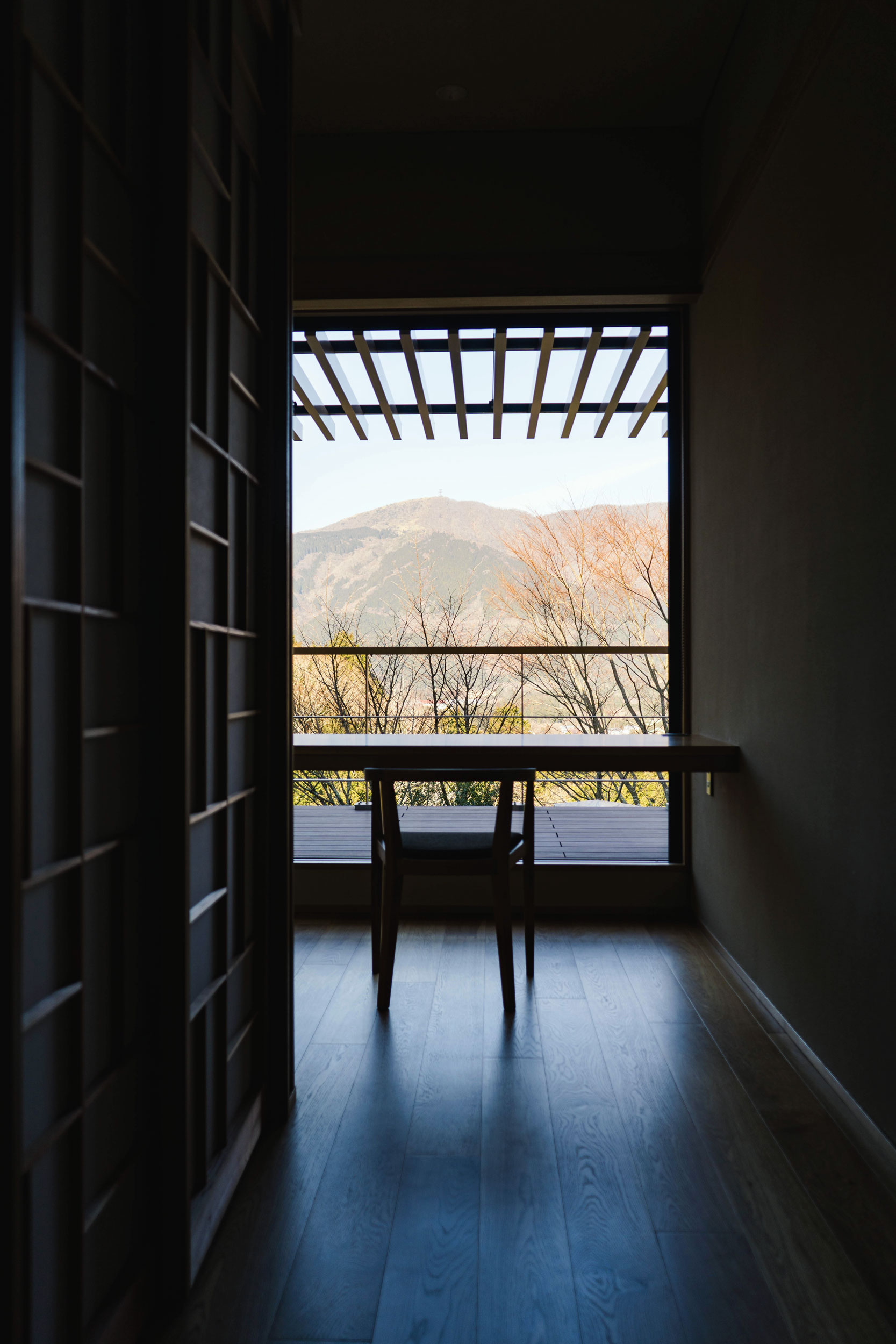 Desk area with a view looking outside at Sengokuhara