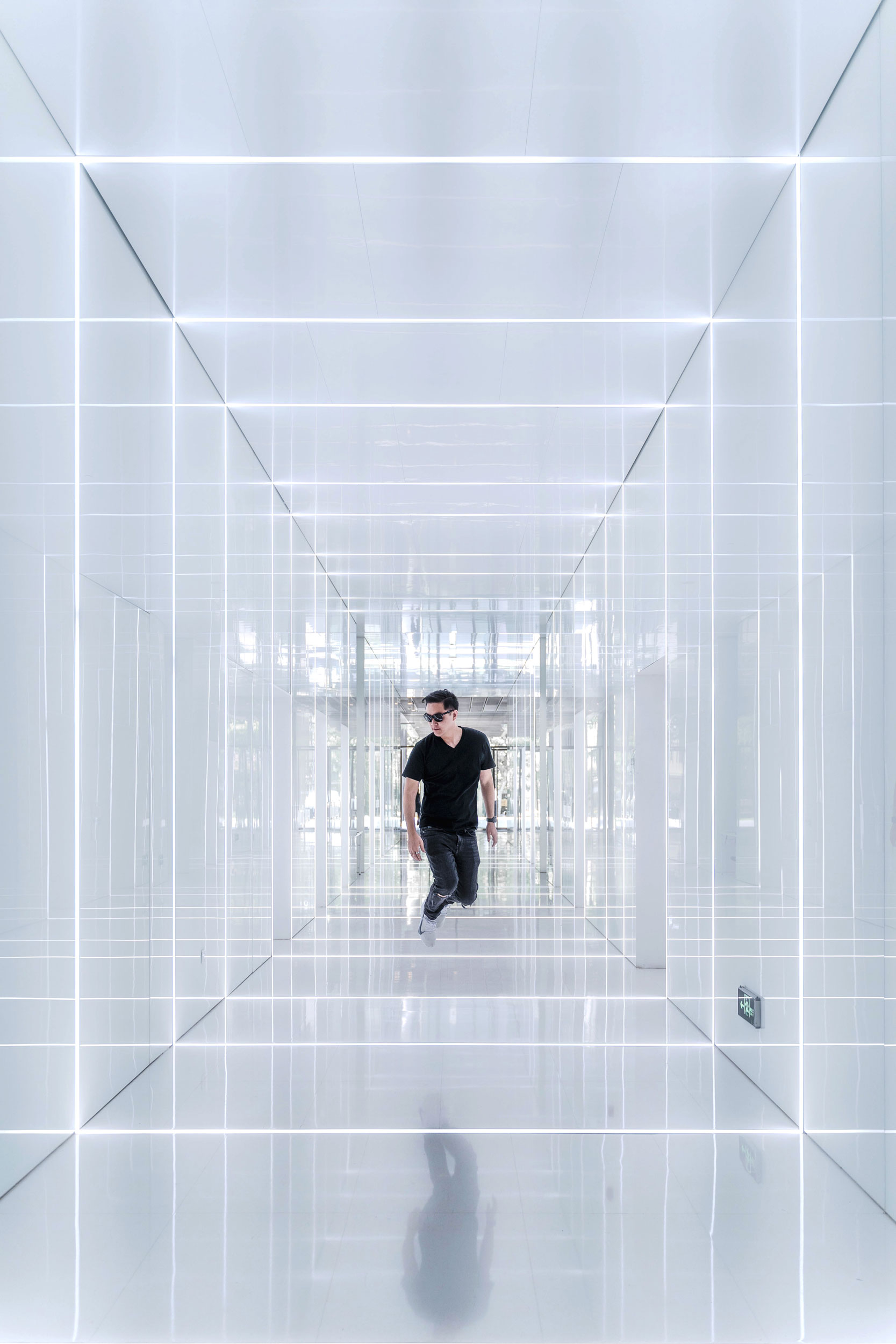 Having fun shooting in the futuristic elevator hallway at the SOHO Fuxing Square [  INSTAGRAM  ]