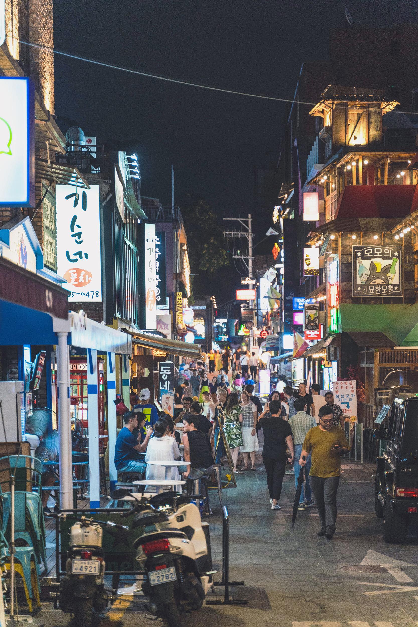 A buzzing street in Itaewon