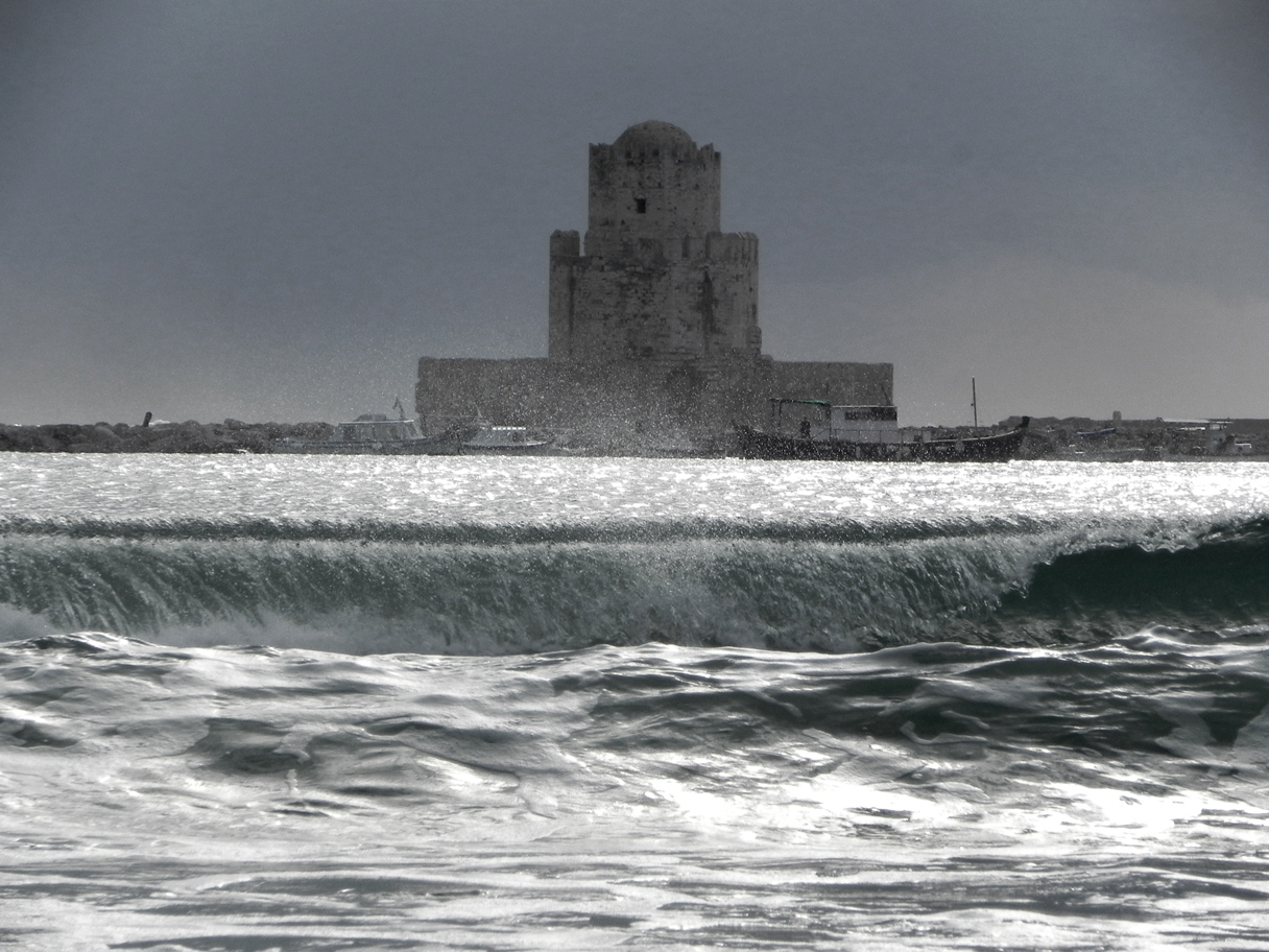Methoni waves - photo by Nikos Markopoulos